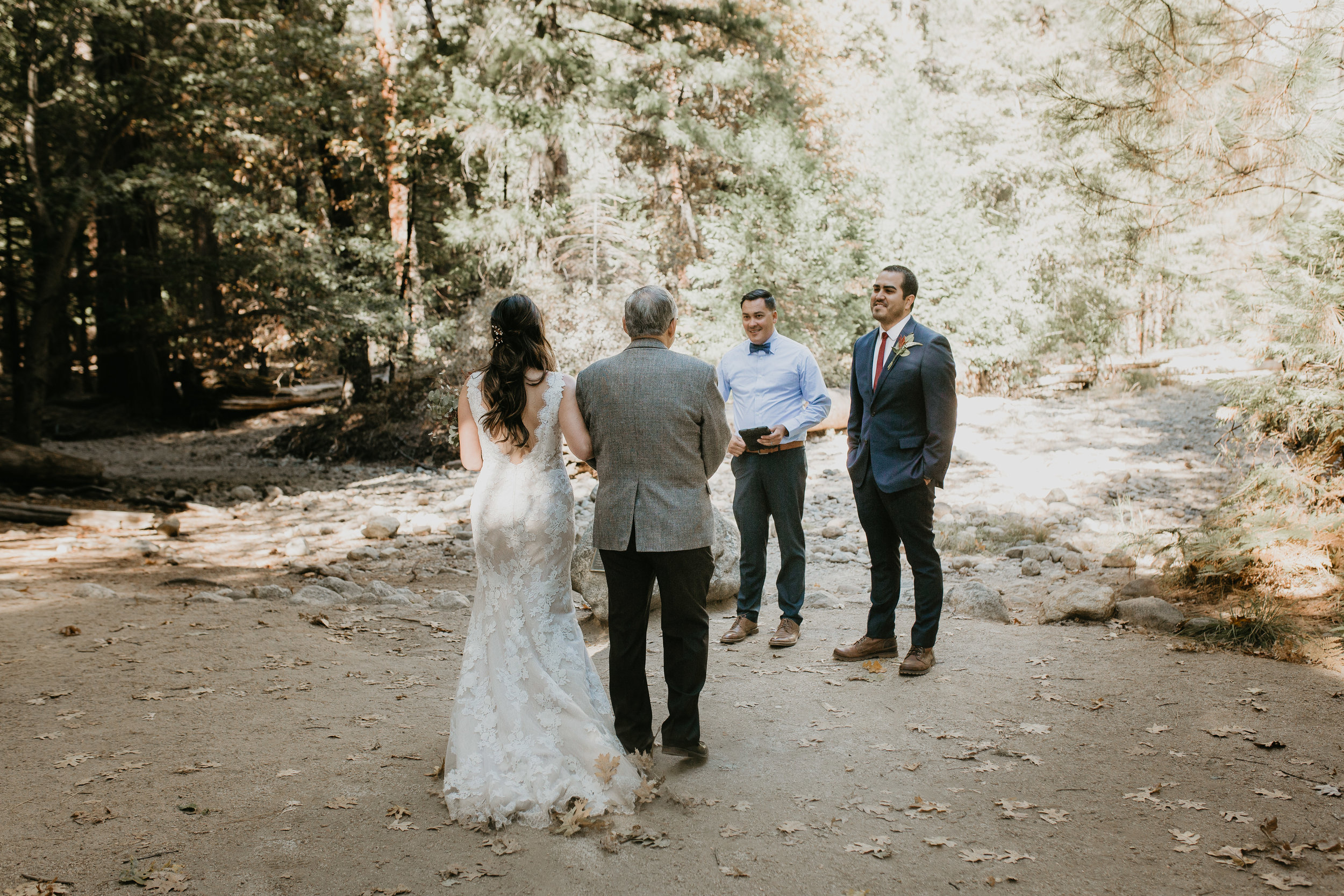 nicole-daacke-photography-intimate-elopement-wedding-yosemite-national-park-california-taft-point-sunset-photos-yosemite-valley-tunnel-view-first-look-sunrise-golden-granite-hiking-adventure-wedding-adventurous-elopement-photographer-43.jpg