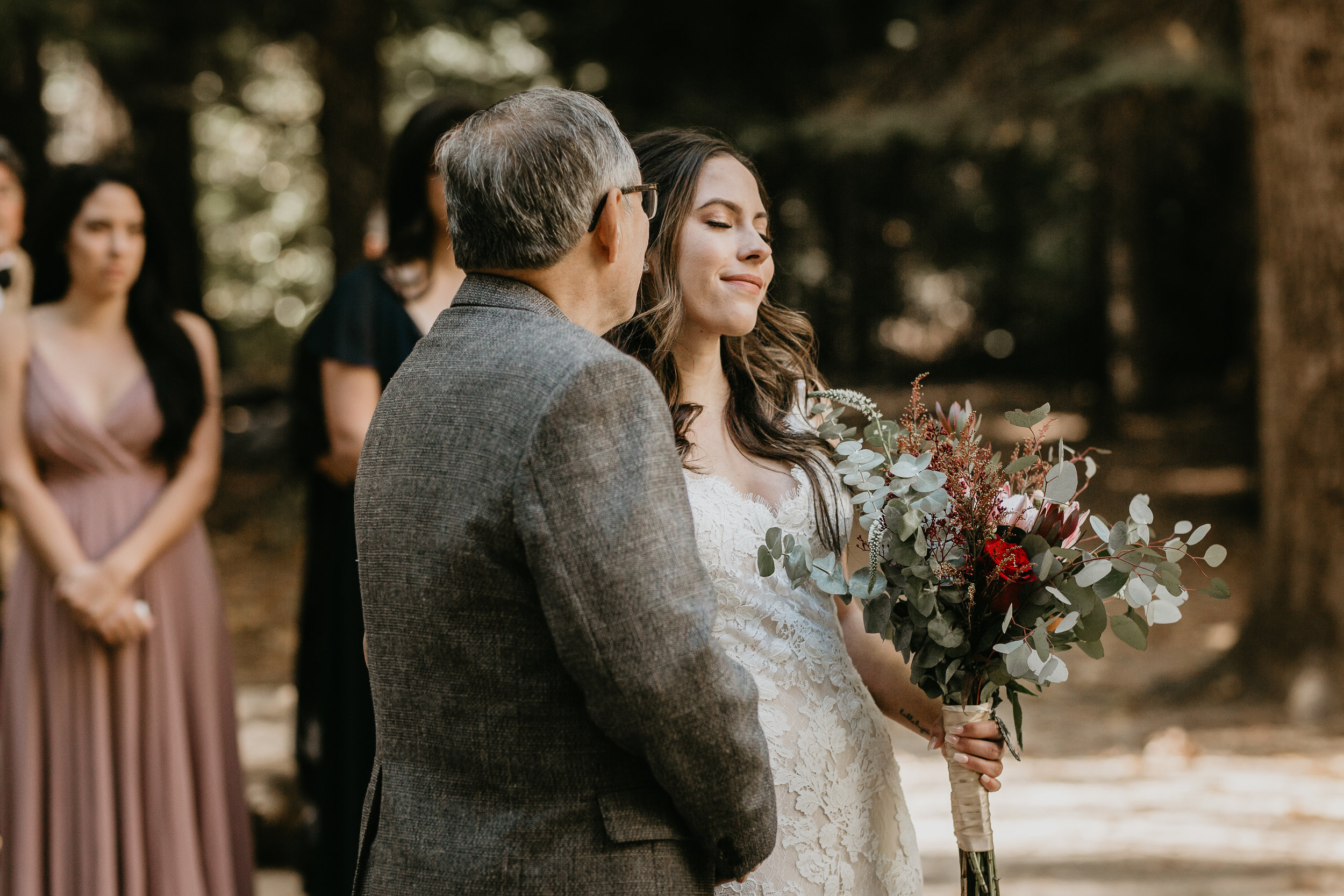 nicole-daacke-photography-intimate-elopement-wedding-yosemite-national-park-california-taft-point-sunset-photos-yosemite-valley-tunnel-view-first-look-sunrise-golden-granite-hiking-adventure-wedding-adventurous-elopement-photographer-44.jpg