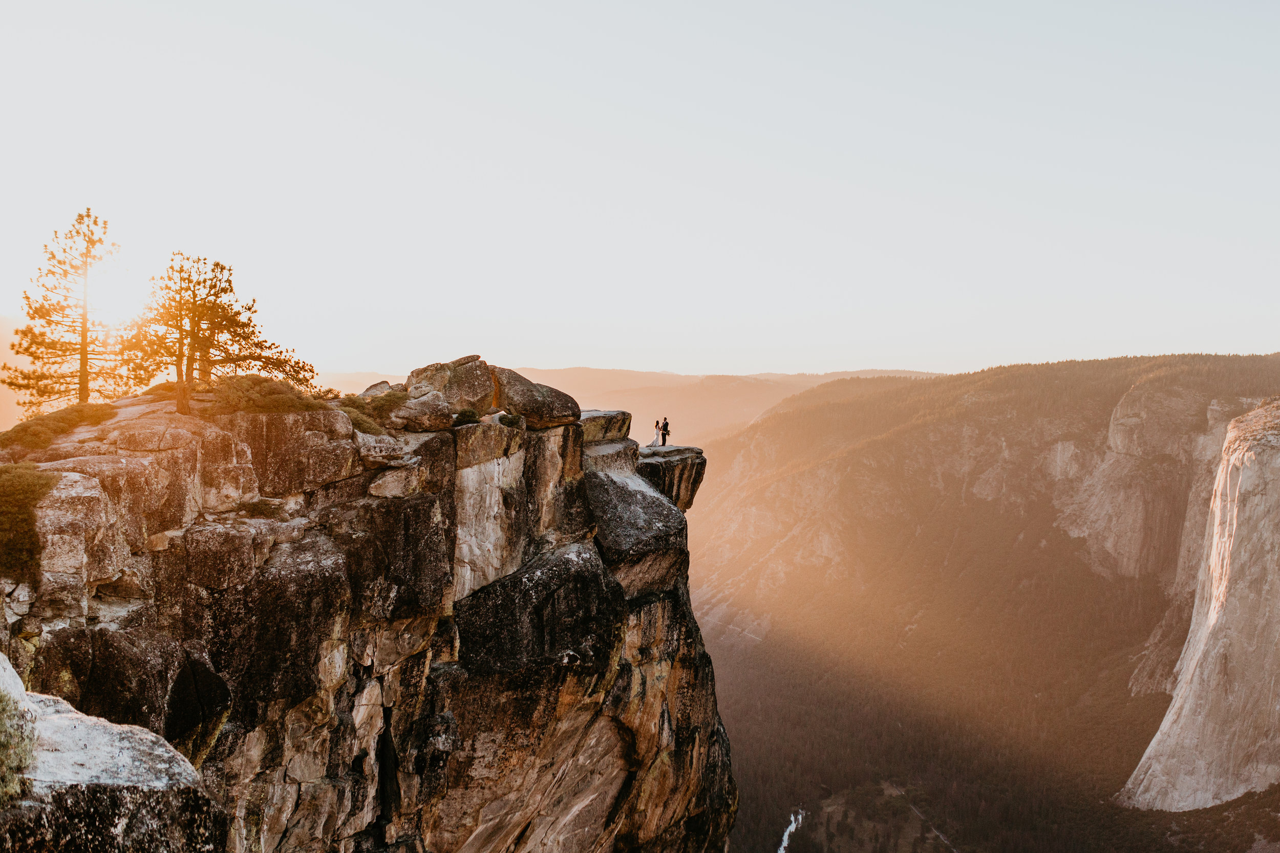 nicole-daacke-photography-intimate-elopement-wedding-yosemite-national-park-california-taft-point-sunset-photos-yosemite-valley-tunnel-view-first-look-sunrise-golden-granite-hiking-adventure-wedding-adventurous-elopement-photographer-111.jpg