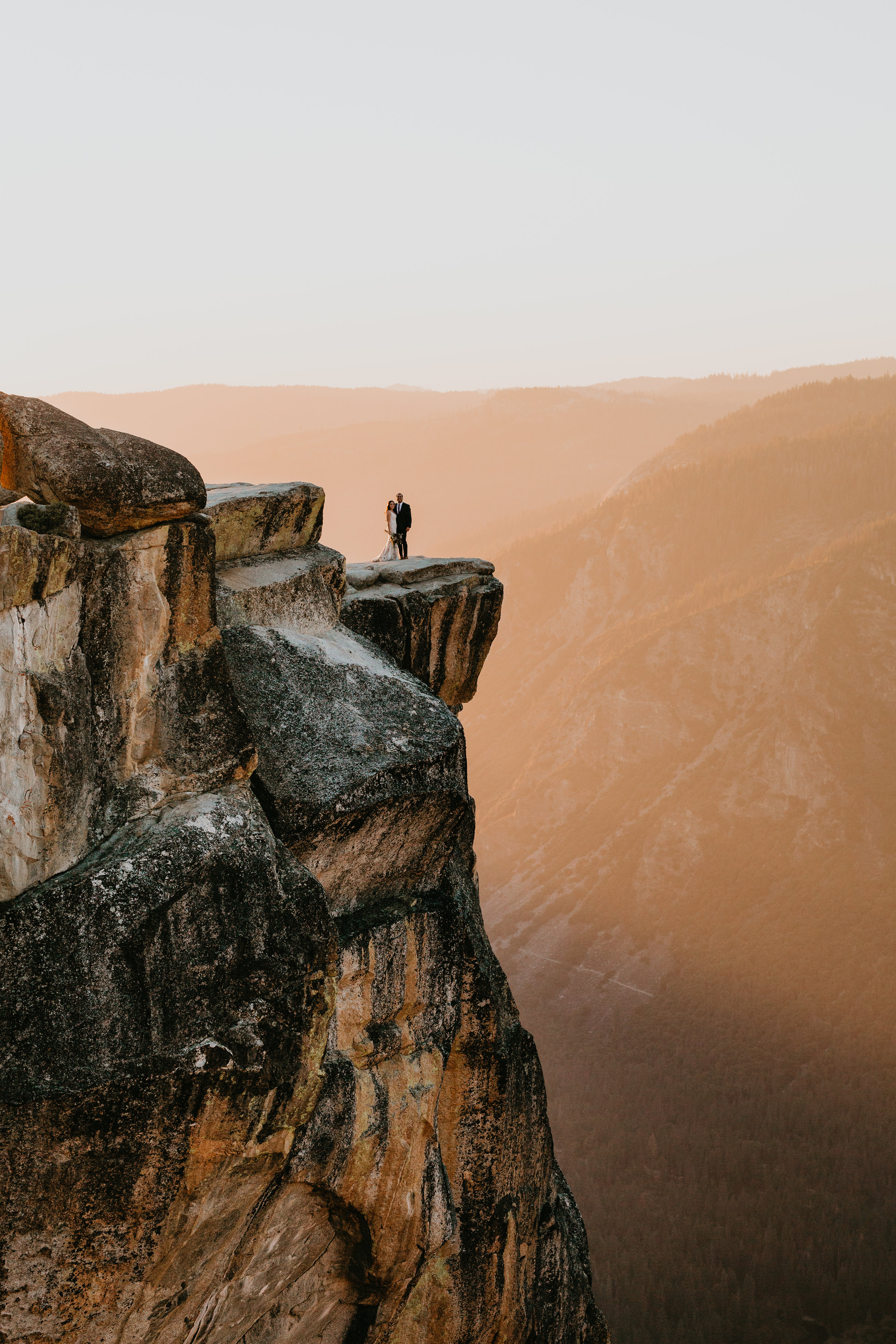 nicole-daacke-photography-intimate-elopement-wedding-yosemite-national-park-california-taft-point-sunset-photos-yosemite-valley-tunnel-view-first-look-sunrise-golden-granite-hiking-adventure-wedding-adventurous-elopement-photographer-110.jpg