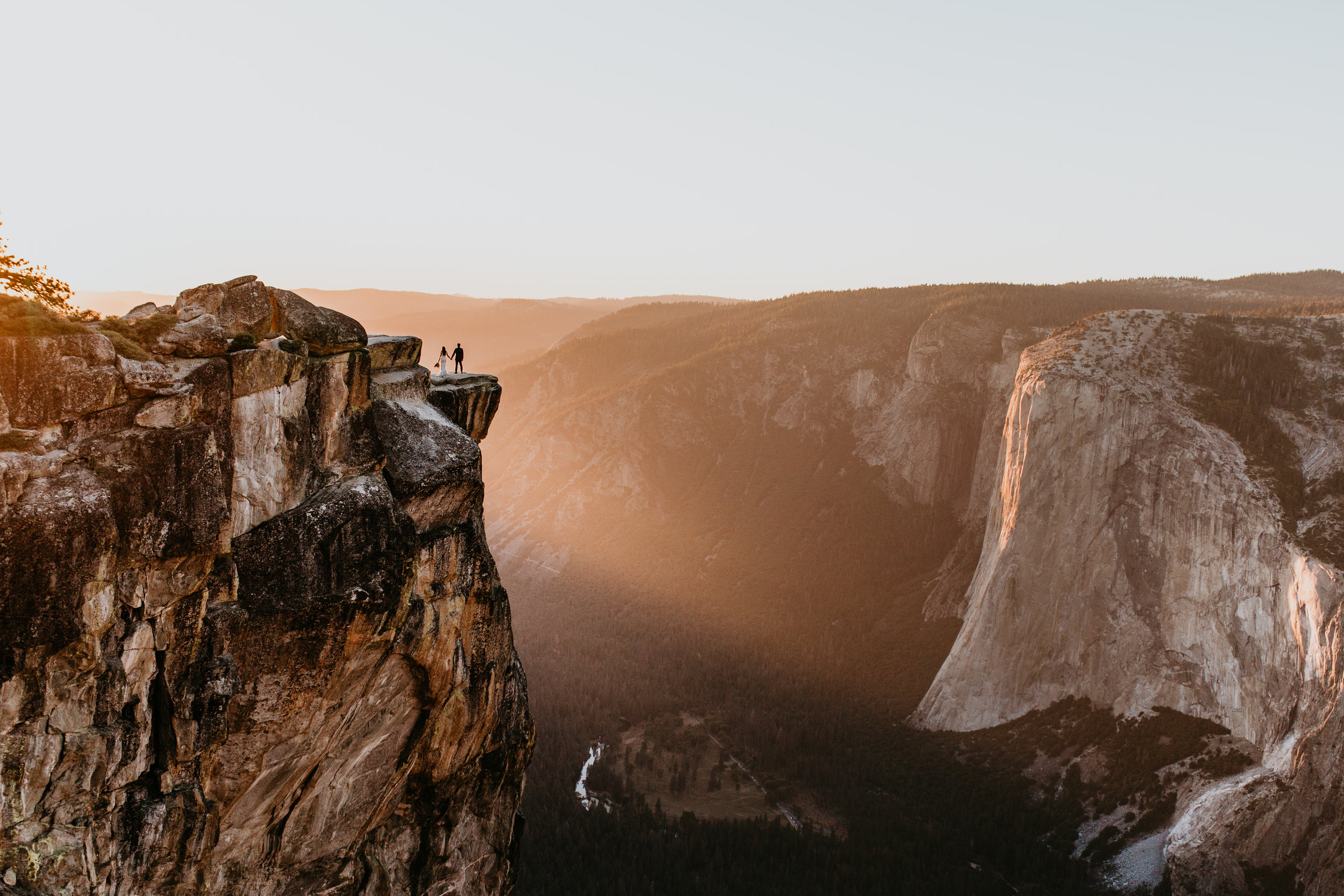 nicole-daacke-photography-intimate-elopement-wedding-yosemite-national-park-california-taft-point-sunset-photos-yosemite-valley-tunnel-view-first-look-sunrise-golden-granite-hiking-adventure-wedding-adventurous-elopement-photographer-112.jpg
