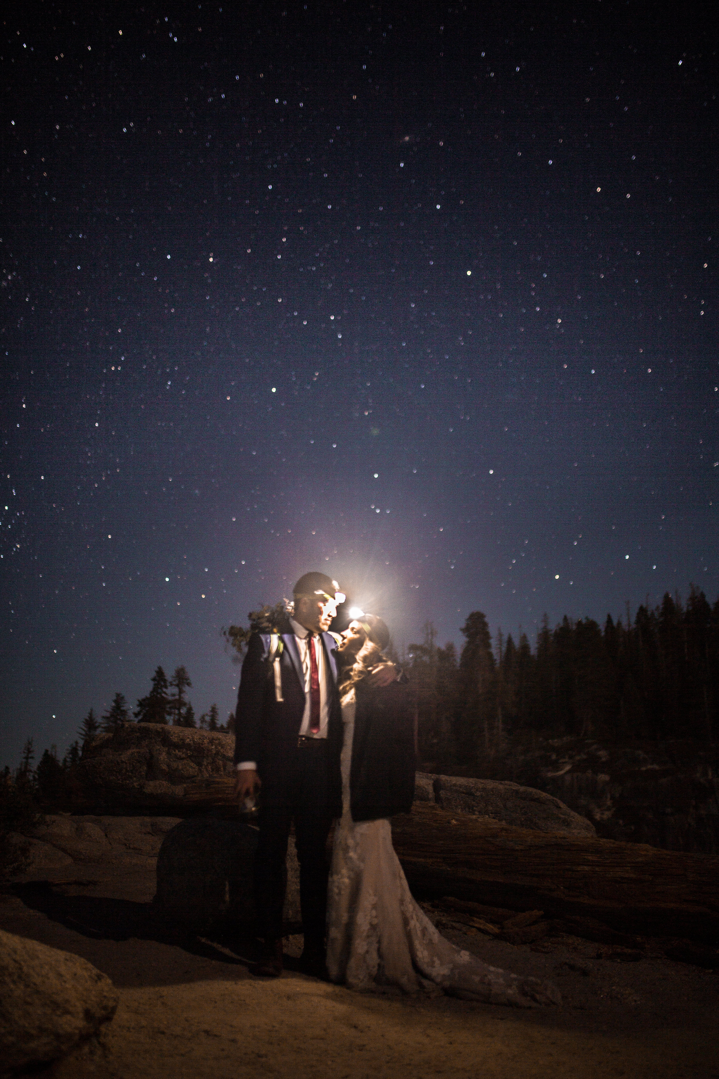 nicole-daacke-photography-intimate-elopement-wedding-yosemite-national-park-california-taft-point-sunset-photos-yosemite-valley-tunnel-view-first-look-sunrise-golden-granite-hiking-adventure-wedding-adventurous-elopement-photographer-125.jpg