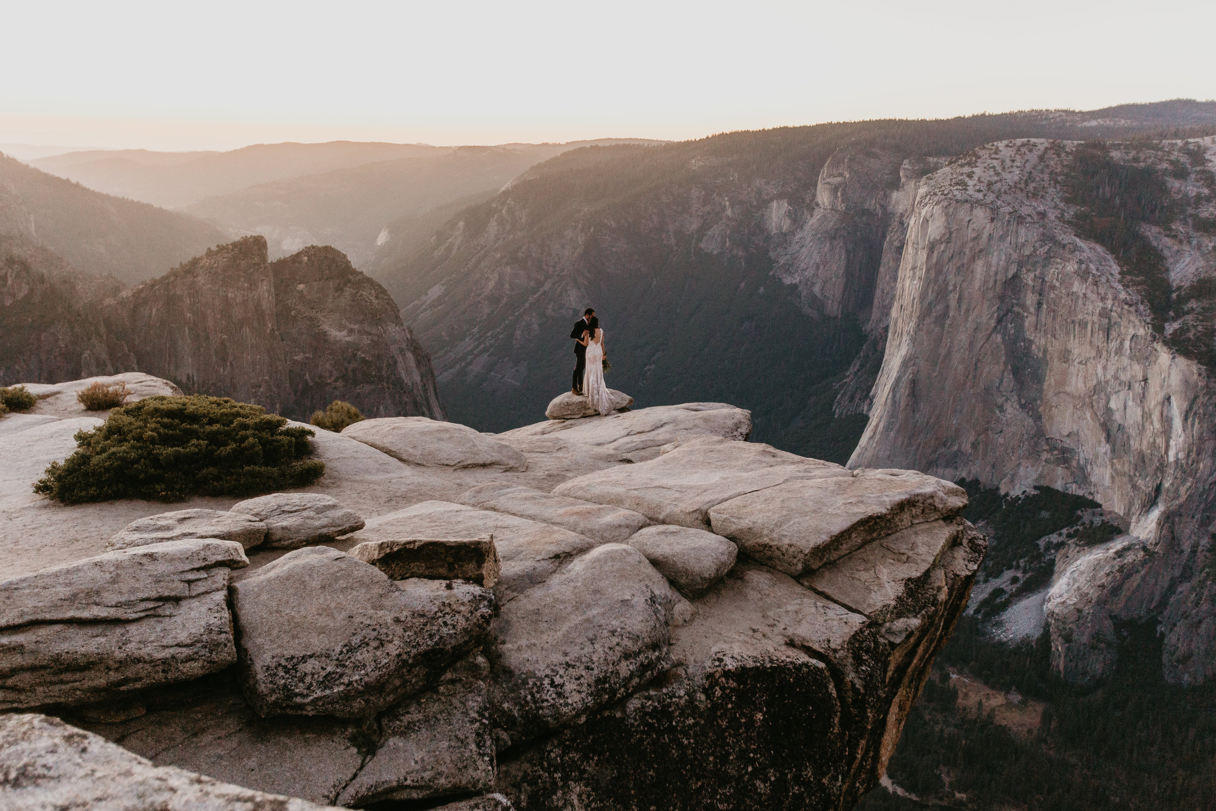 nicole-daacke-photography-intimate-elopement-wedding-yosemite-national-park-california-taft-point-sunset-photos-yosemite-valley-tunnel-view-first-look-sunrise-golden-granite-hiking-adventure-wedding-adventurous-elopement-photographer-124.jpg