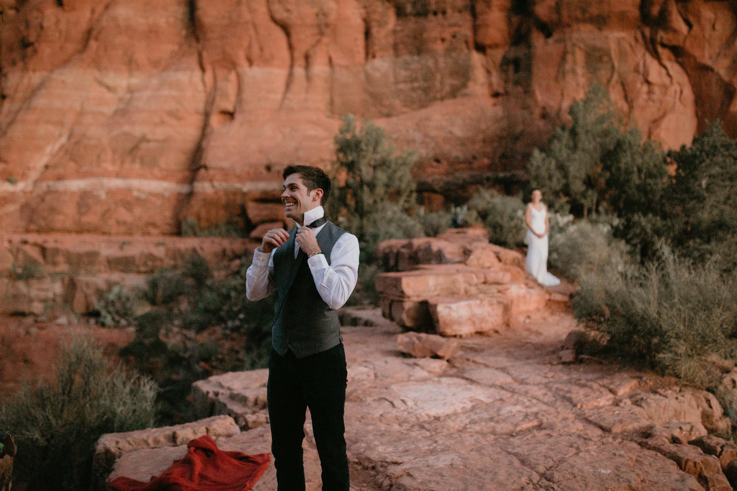 nicole-daacke-photography-sedona-arizona-destination-elopement-wedding-photographer-catherdral-rock-hiking-elopement-sedona-river-elopement-photos-desert-rock-wedding-photographer-laid-back-spontaneous-elopement-2.jpg
