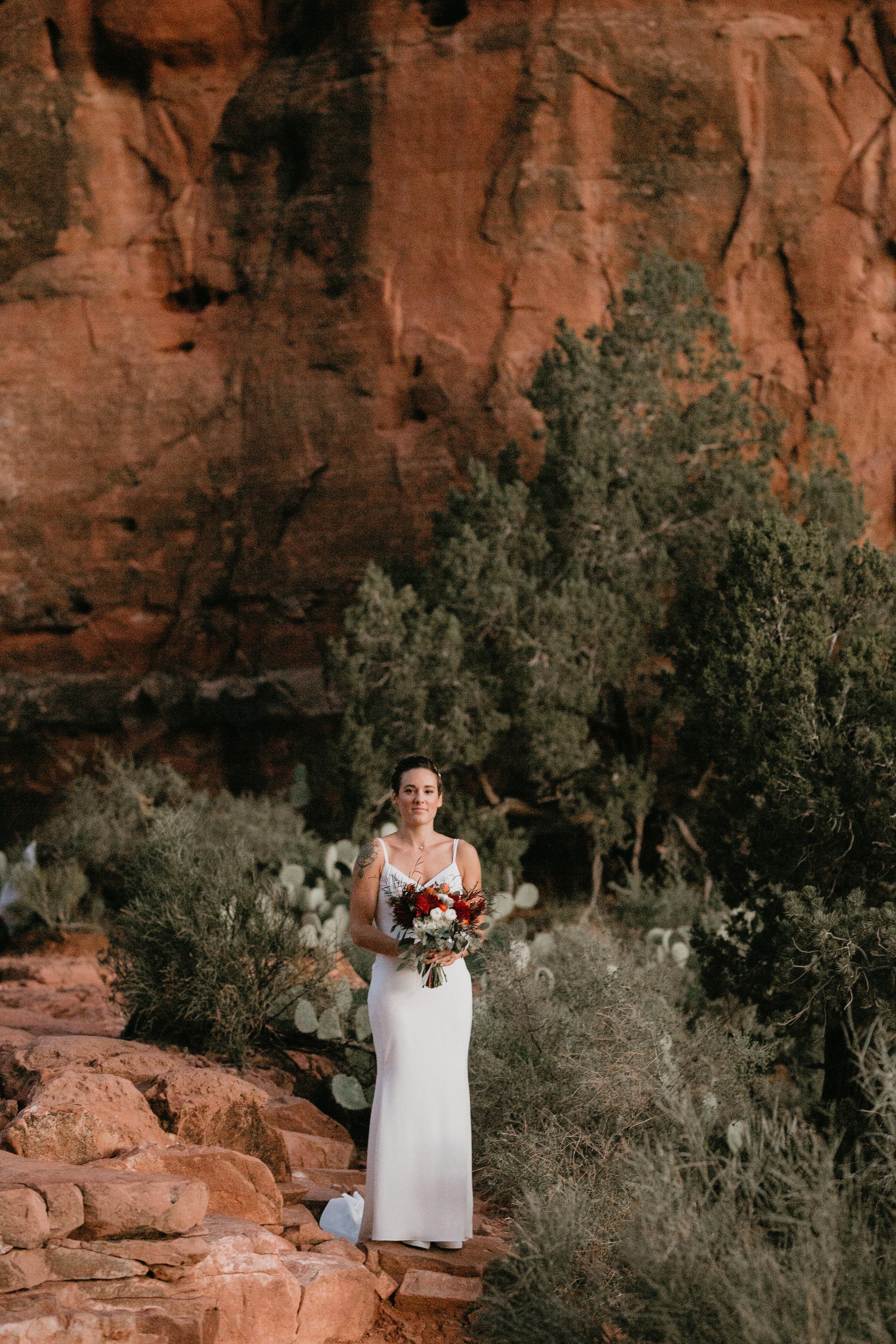 nicole-daacke-photography-sedona-arizona-destination-elopement-wedding-photographer-catherdral-rock-hiking-elopement-sedona-river-elopement-photos-desert-rock-wedding-photographer-laid-back-spontaneous-elopement-3.jpg