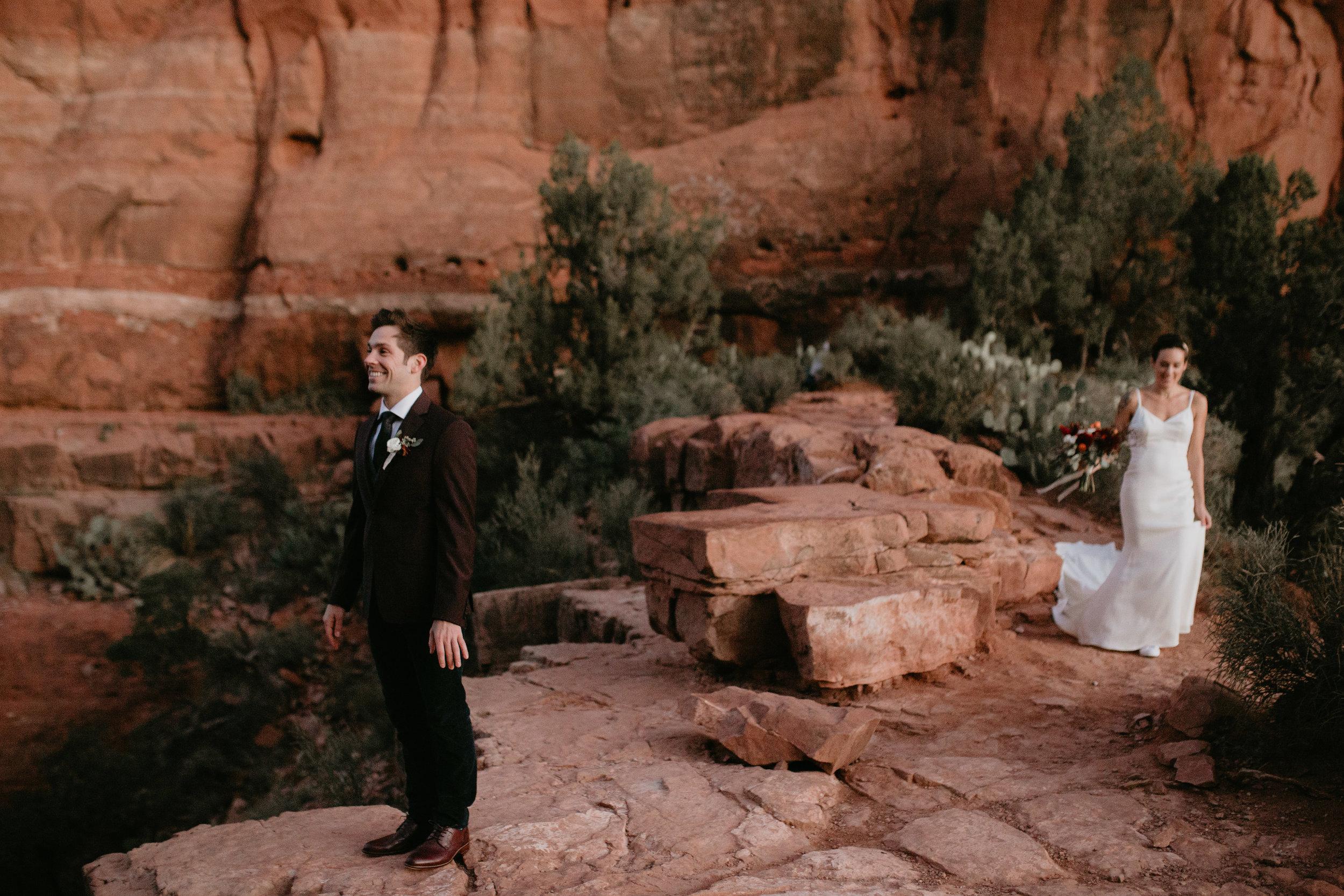 nicole-daacke-photography-sedona-arizona-destination-elopement-wedding-photographer-catherdral-rock-hiking-elopement-sedona-river-elopement-photos-desert-rock-wedding-photographer-laid-back-spontaneous-elopement-4.jpg