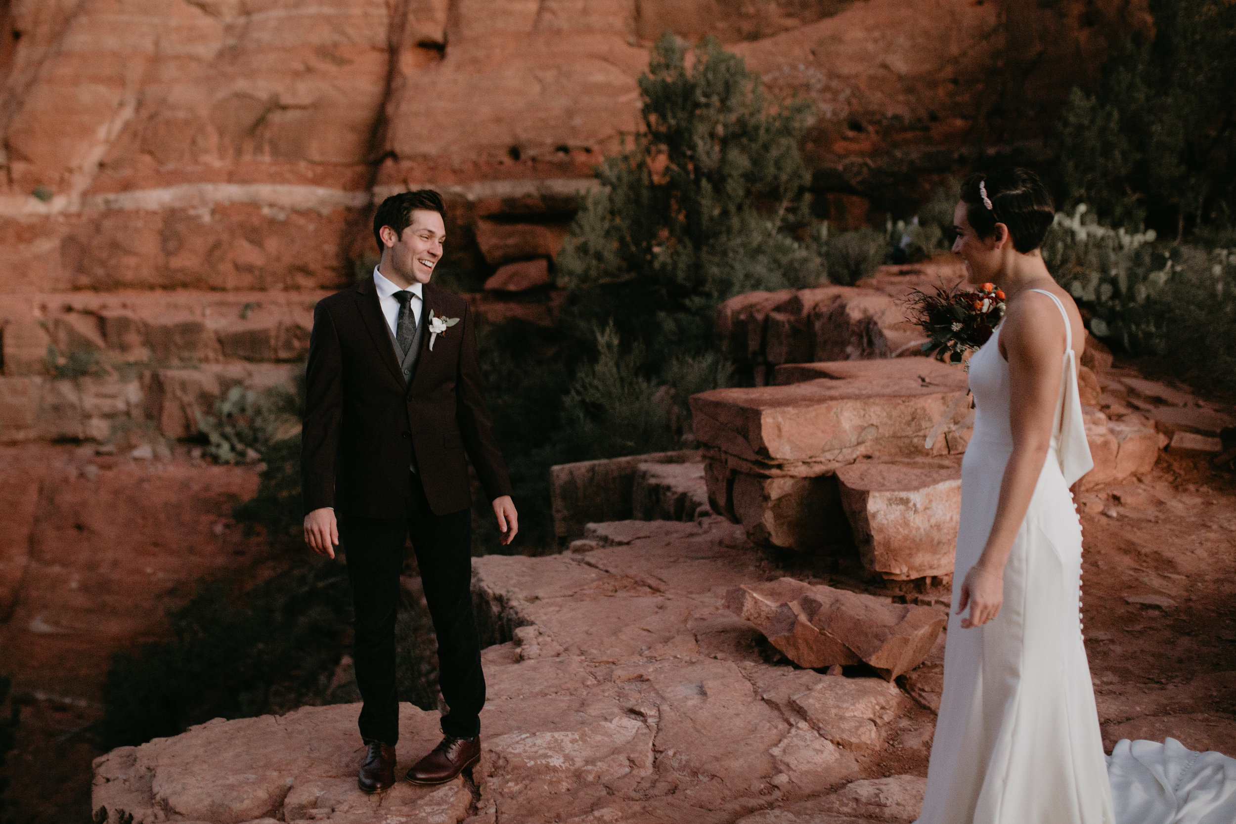 nicole-daacke-photography-sedona-arizona-destination-elopement-wedding-photographer-catherdral-rock-hiking-elopement-sedona-river-elopement-photos-desert-rock-wedding-photographer-laid-back-spontaneous-elopement-5.jpg