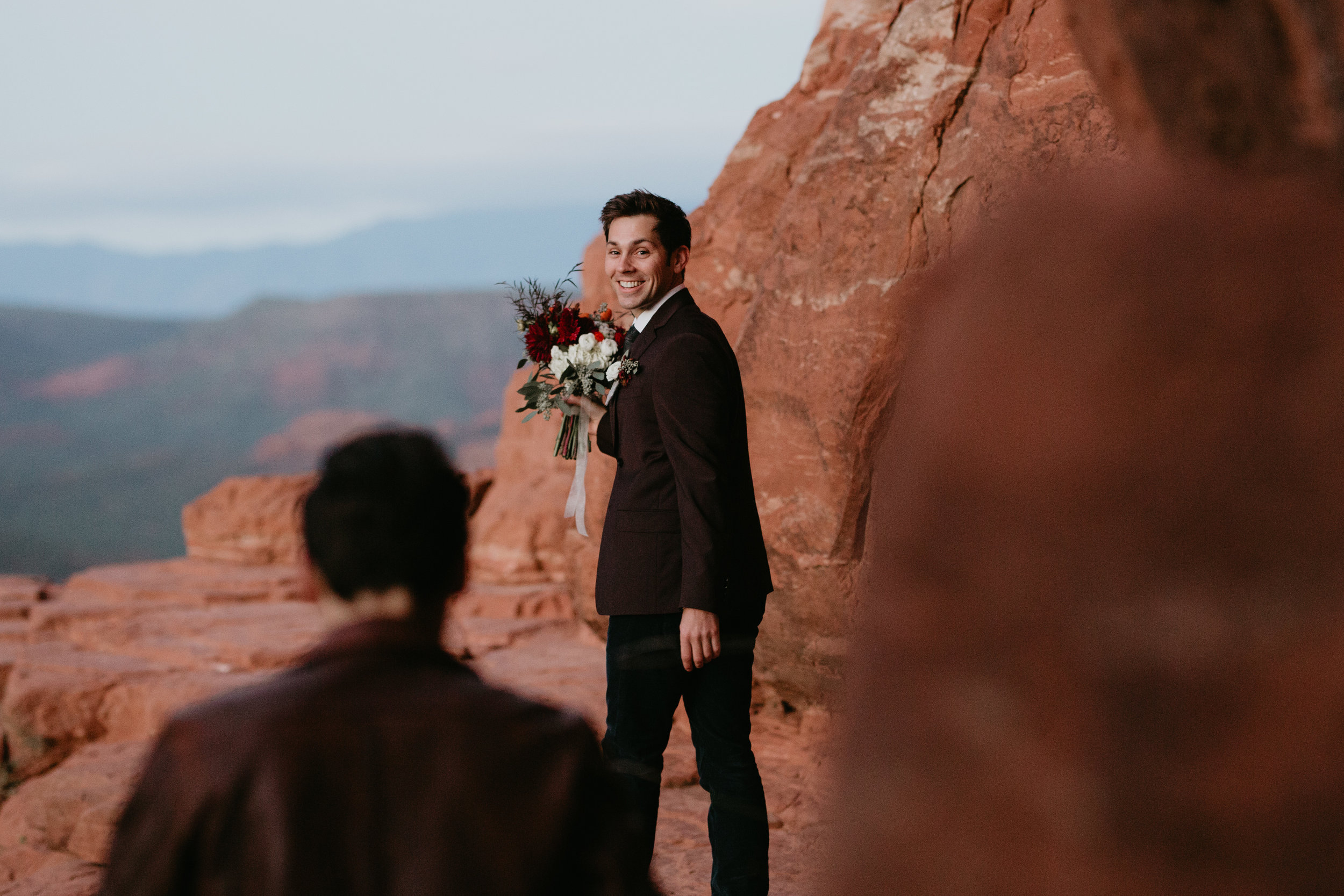 nicole-daacke-photography-sedona-arizona-destination-elopement-wedding-photographer-catherdral-rock-hiking-elopement-sedona-river-elopement-photos-desert-rock-wedding-photographer-laid-back-spontaneous-elopement-9.jpg