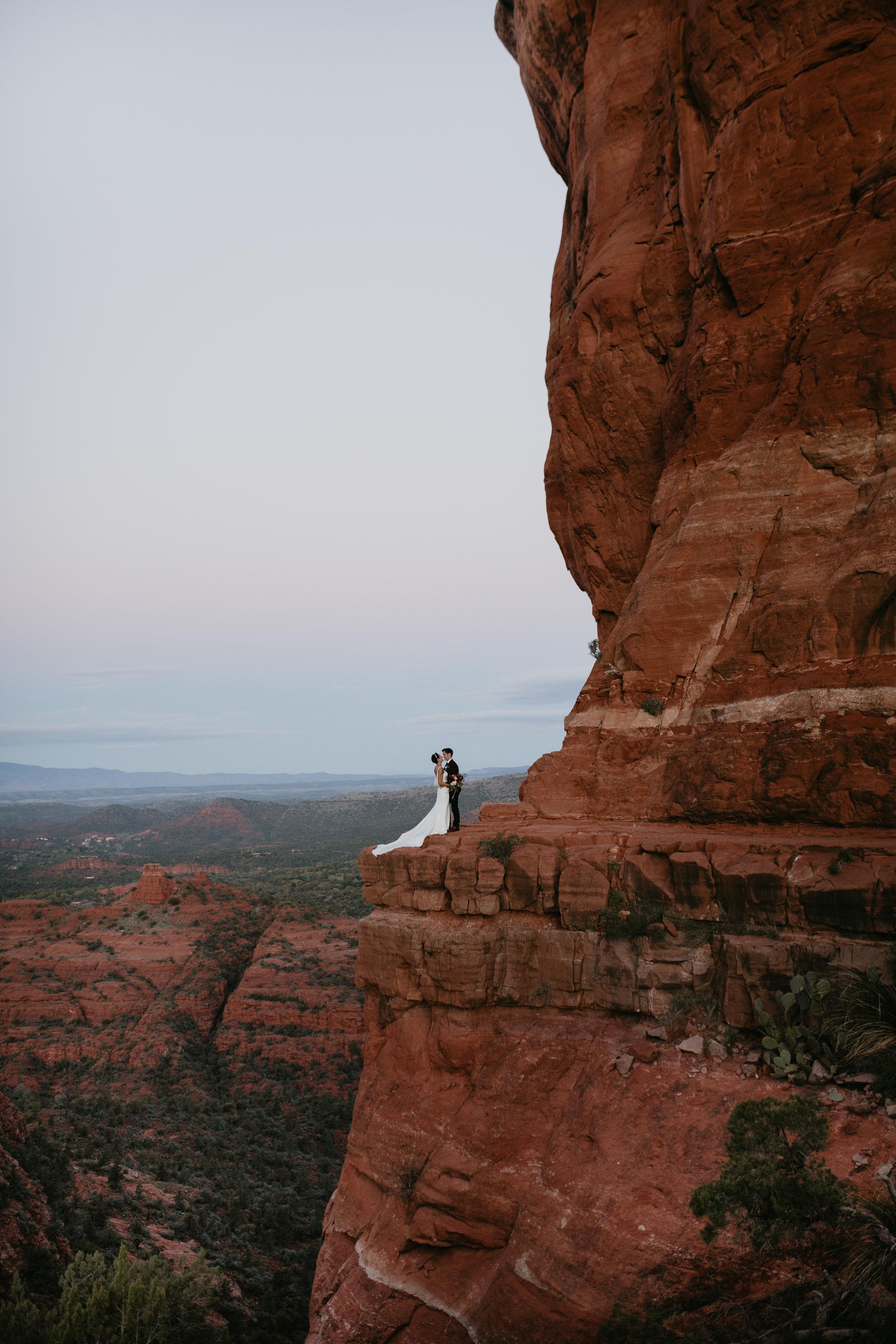 nicole-daacke-photography-sedona-arizona-destination-elopement-wedding-photographer-catherdral-rock-hiking-elopement-sedona-river-elopement-photos-desert-rock-wedding-photographer-laid-back-spontaneous-elopement-10.jpg