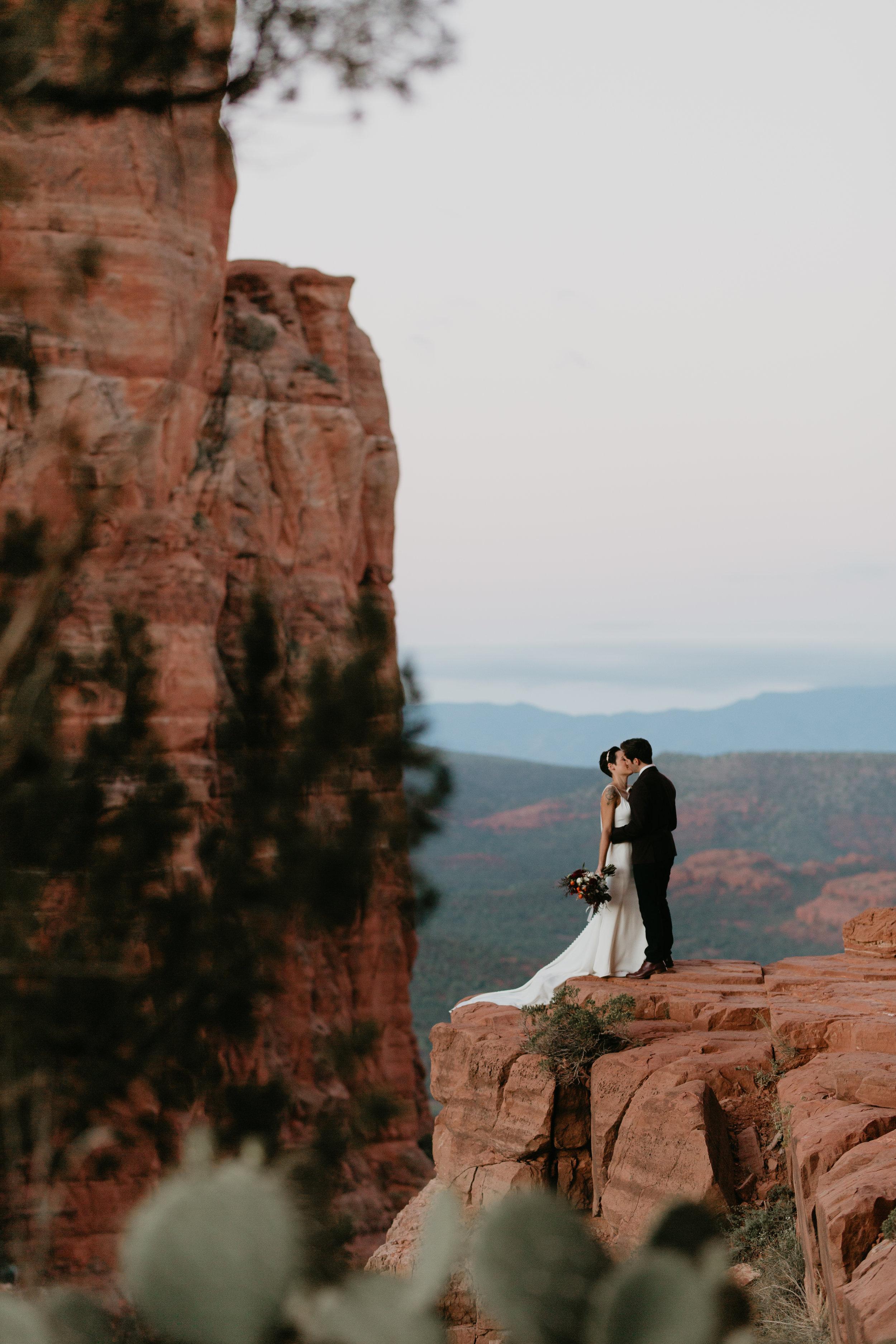 nicole-daacke-photography-sedona-arizona-destination-elopement-wedding-photographer-catherdral-rock-hiking-elopement-sedona-river-elopement-photos-desert-rock-wedding-photographer-laid-back-spontaneous-elopement-14.jpg