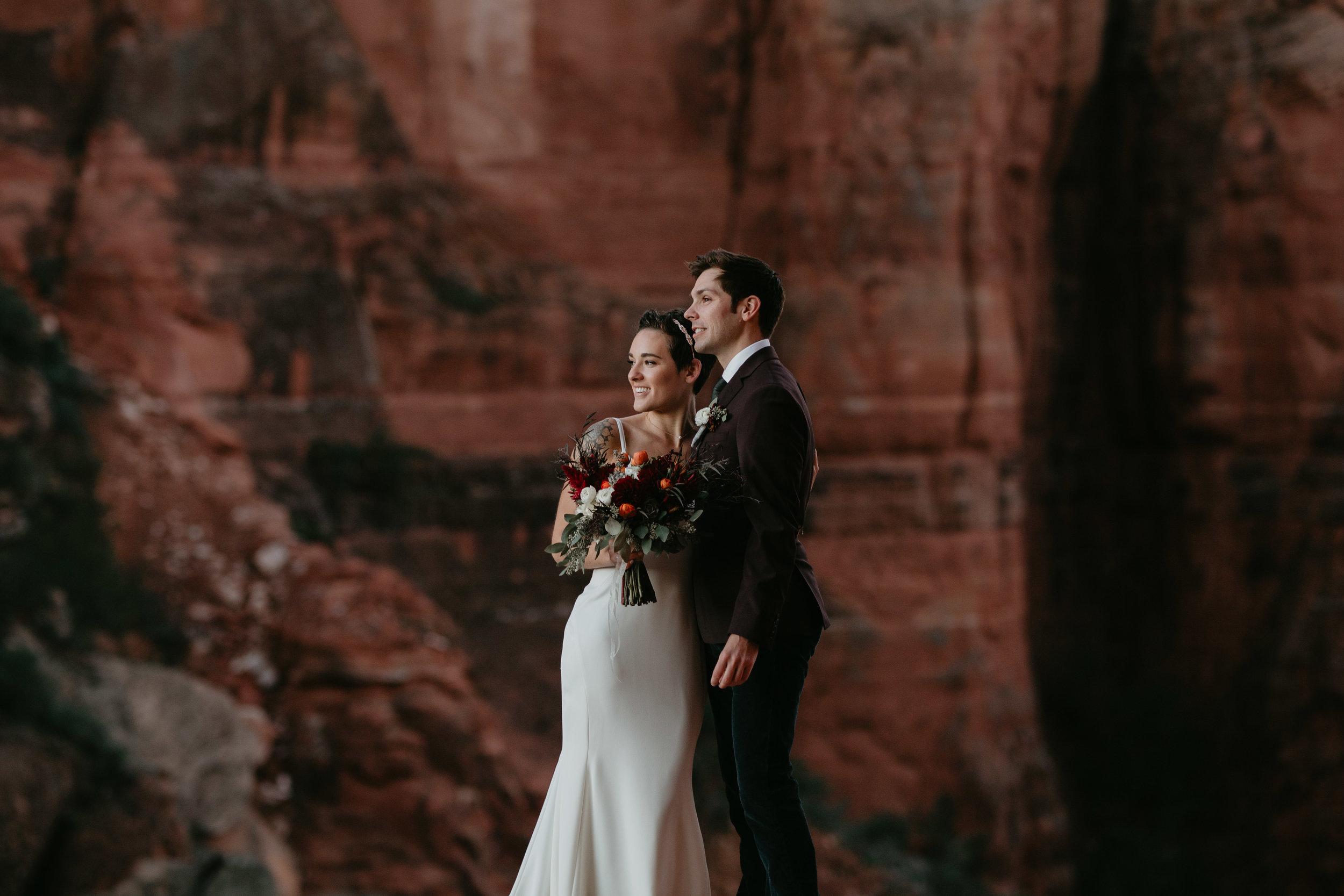 nicole-daacke-photography-sedona-arizona-destination-elopement-wedding-photographer-catherdral-rock-hiking-elopement-sedona-river-elopement-photos-desert-rock-wedding-photographer-laid-back-spontaneous-elopement-18.jpg