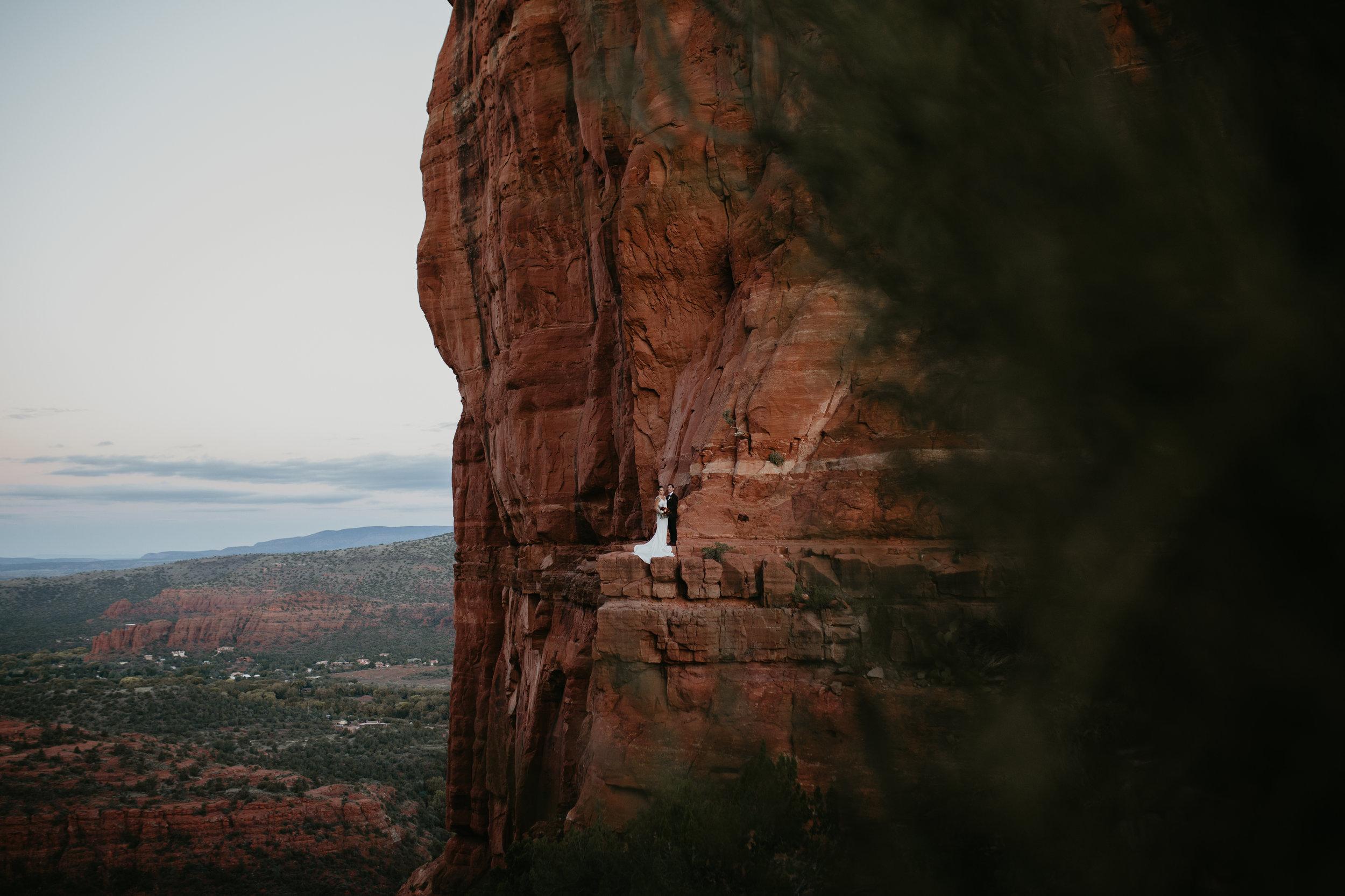 nicole-daacke-photography-sedona-arizona-destination-elopement-wedding-photographer-catherdral-rock-hiking-elopement-sedona-river-elopement-photos-desert-rock-wedding-photographer-laid-back-spontaneous-elopement-21.jpg