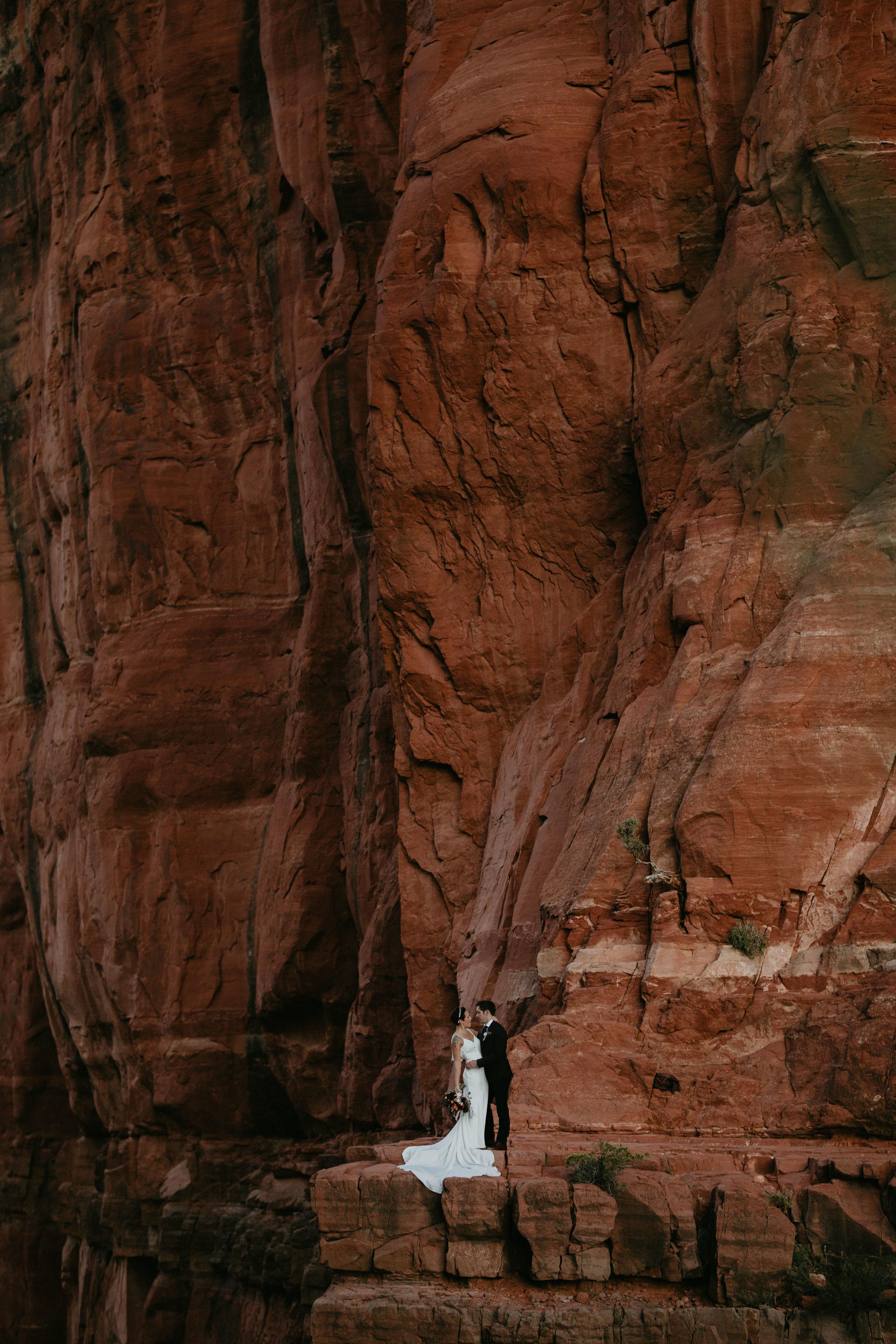 nicole-daacke-photography-sedona-arizona-destination-elopement-wedding-photographer-catherdral-rock-hiking-elopement-sedona-river-elopement-photos-desert-rock-wedding-photographer-laid-back-spontaneous-elopement-22.jpg
