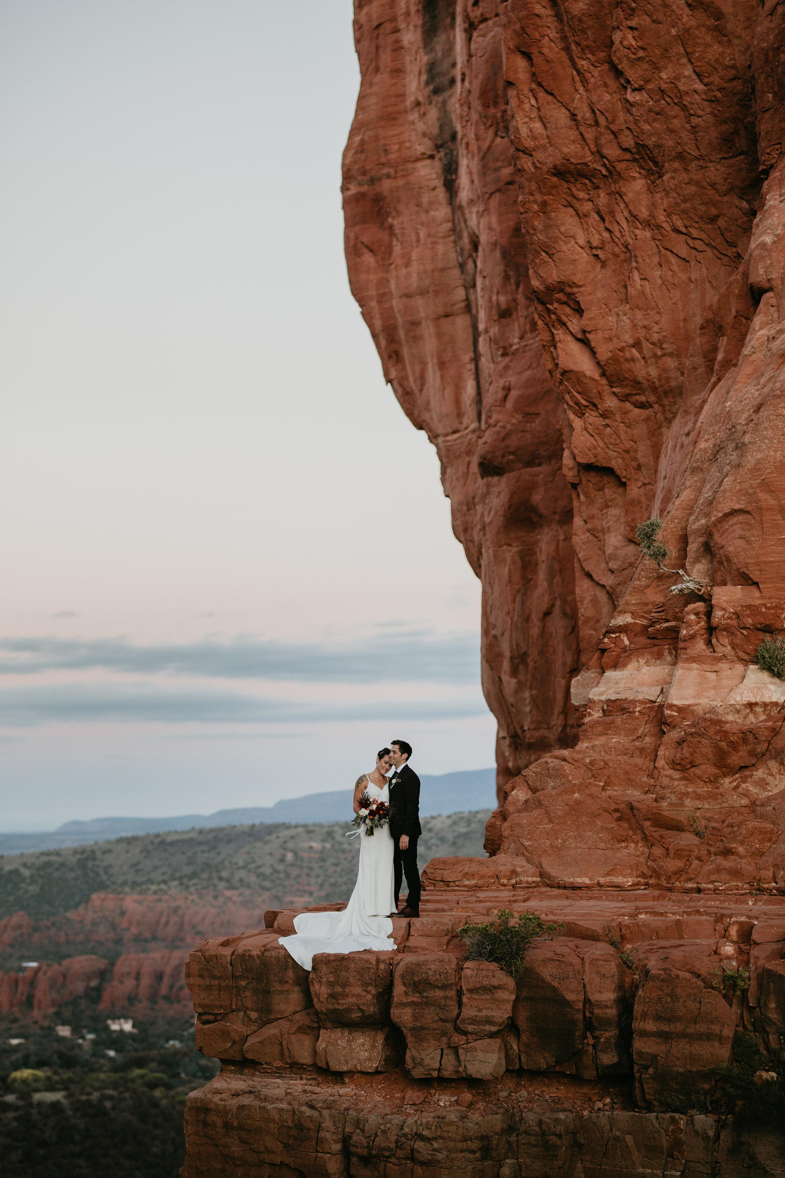 nicole-daacke-photography-sedona-arizona-destination-elopement-wedding-photographer-catherdral-rock-hiking-elopement-sedona-river-elopement-photos-desert-rock-wedding-photographer-laid-back-spontaneous-elopement-23.jpg