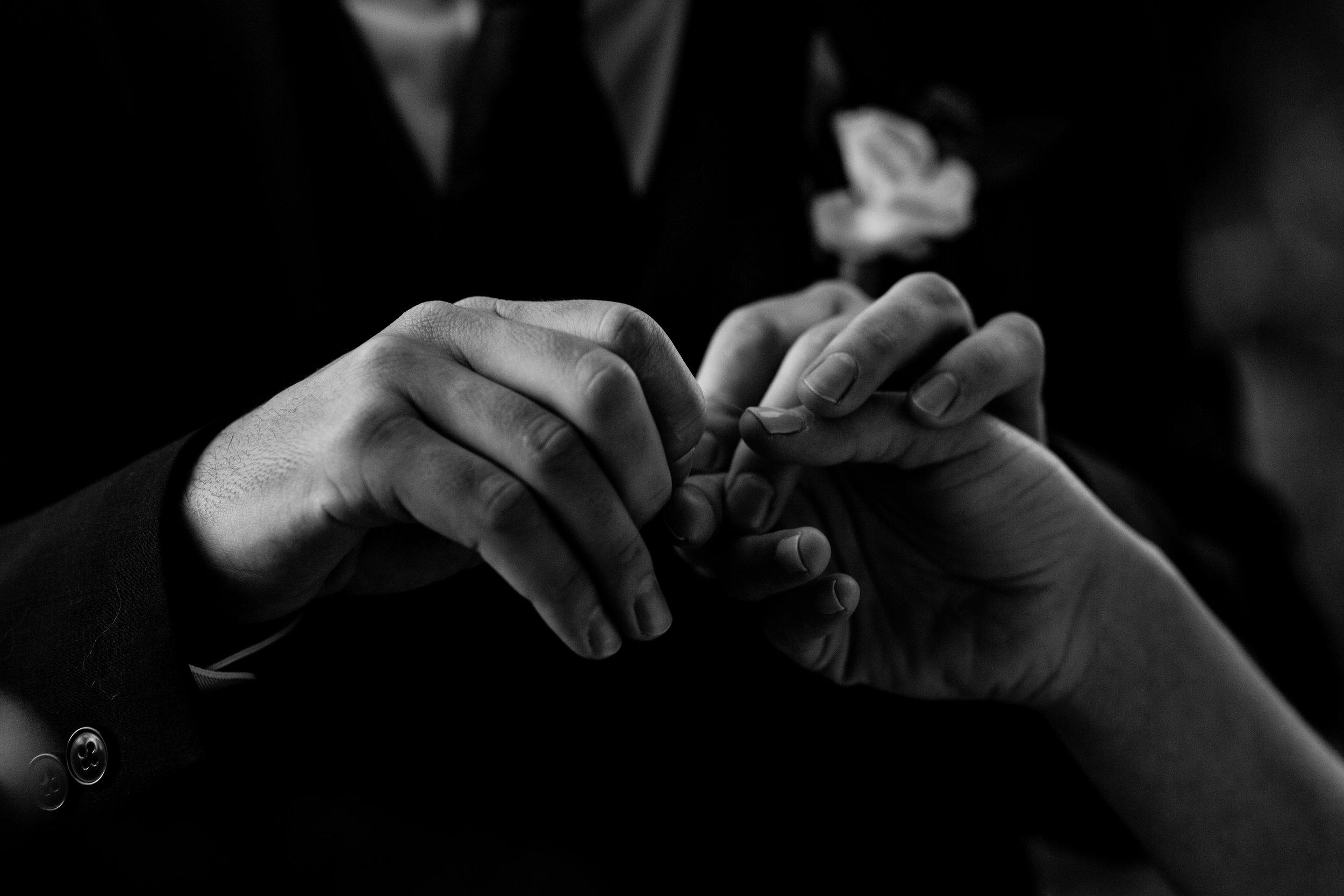 nicole-daacke-photography-sedona-arizona-destination-elopement-wedding-photographer-catherdral-rock-hiking-elopement-sedona-river-elopement-photos-desert-rock-wedding-photographer-laid-back-spontaneous-elopement-26.jpg