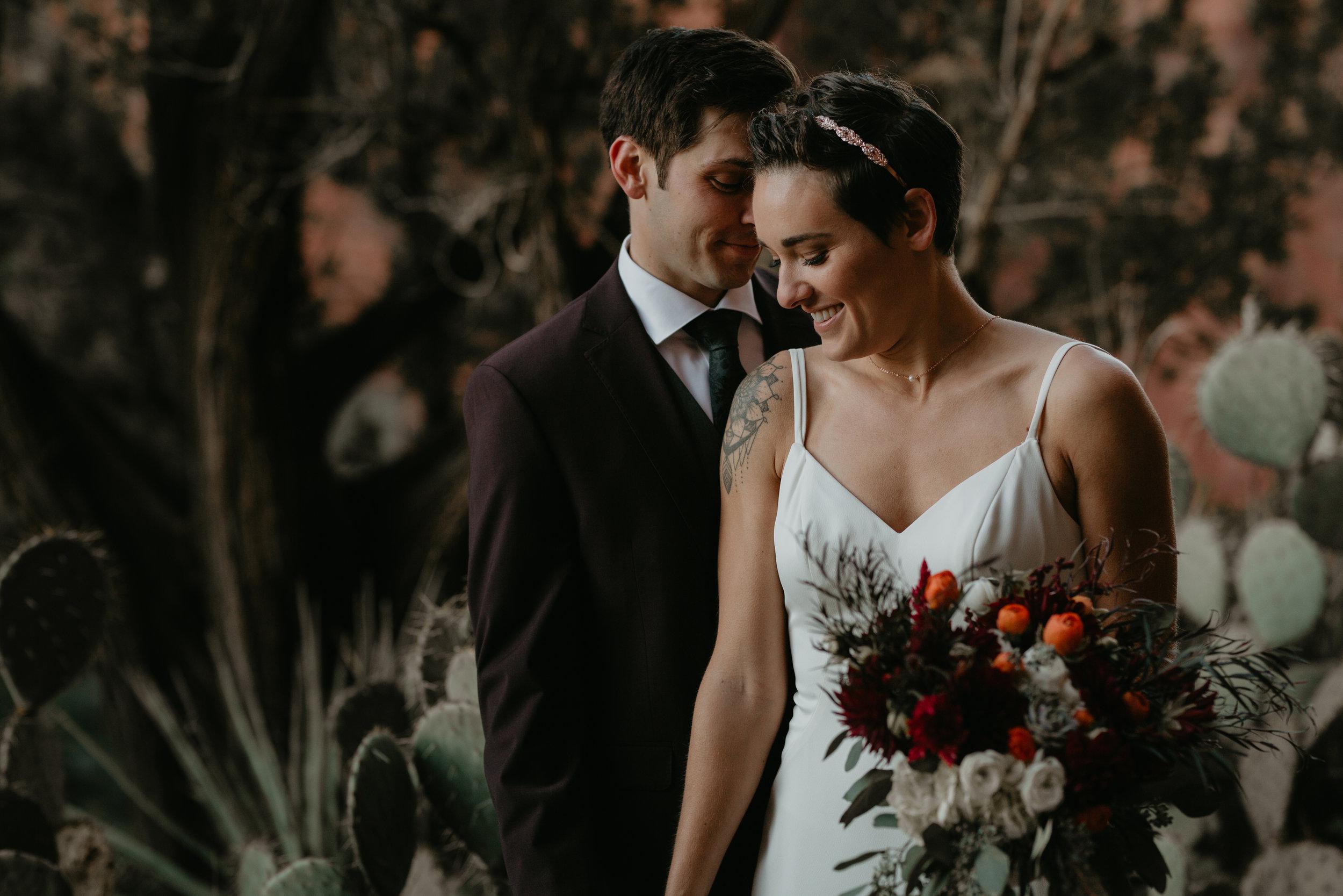 nicole-daacke-photography-sedona-arizona-destination-elopement-wedding-photographer-catherdral-rock-hiking-elopement-sedona-river-elopement-photos-desert-rock-wedding-photographer-laid-back-spontaneous-elopement-28.jpg