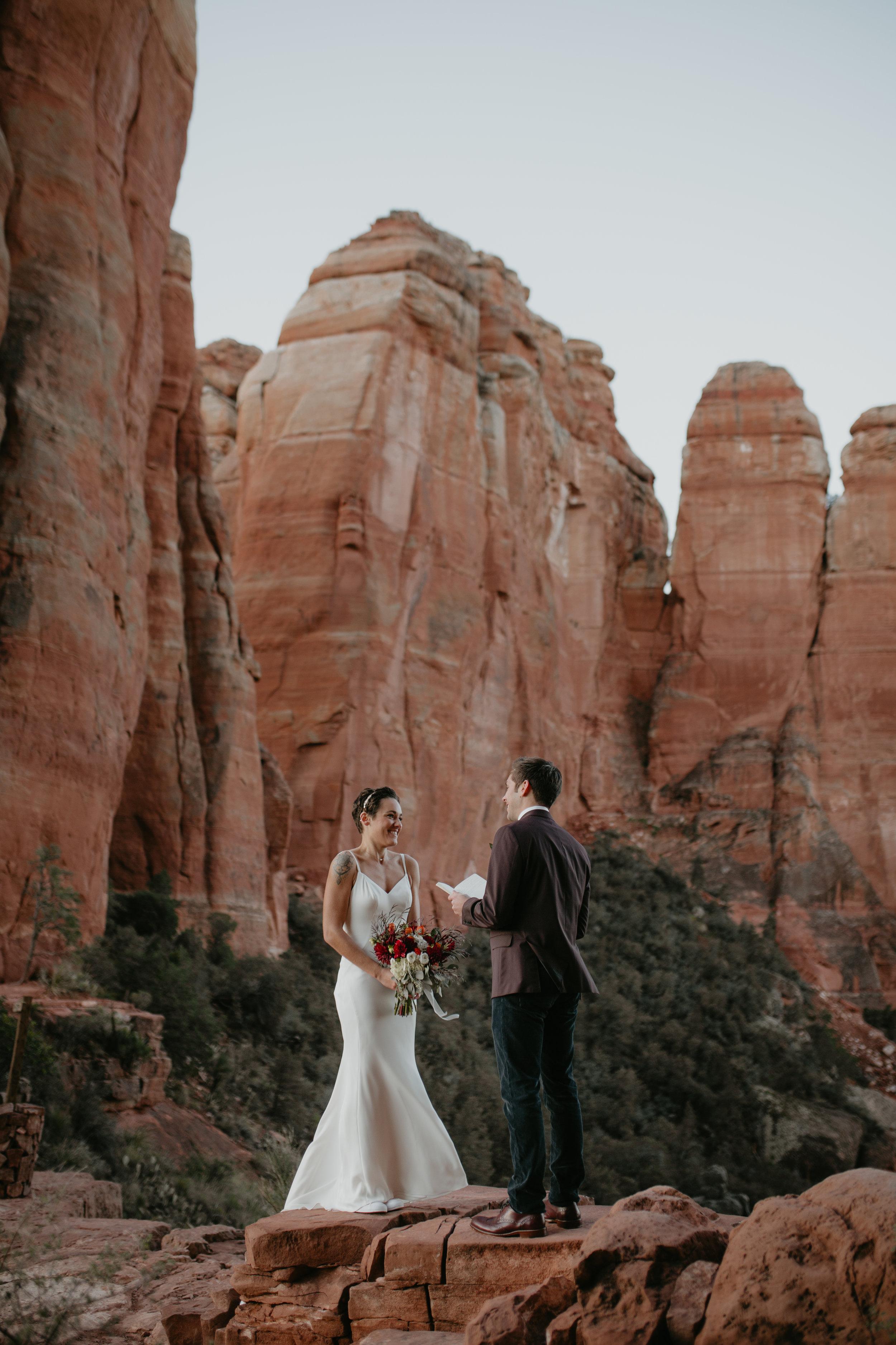 nicole-daacke-photography-sedona-arizona-destination-elopement-wedding-photographer-catherdral-rock-hiking-elopement-sedona-river-elopement-photos-desert-rock-wedding-photographer-laid-back-spontaneous-elopement-34.jpg