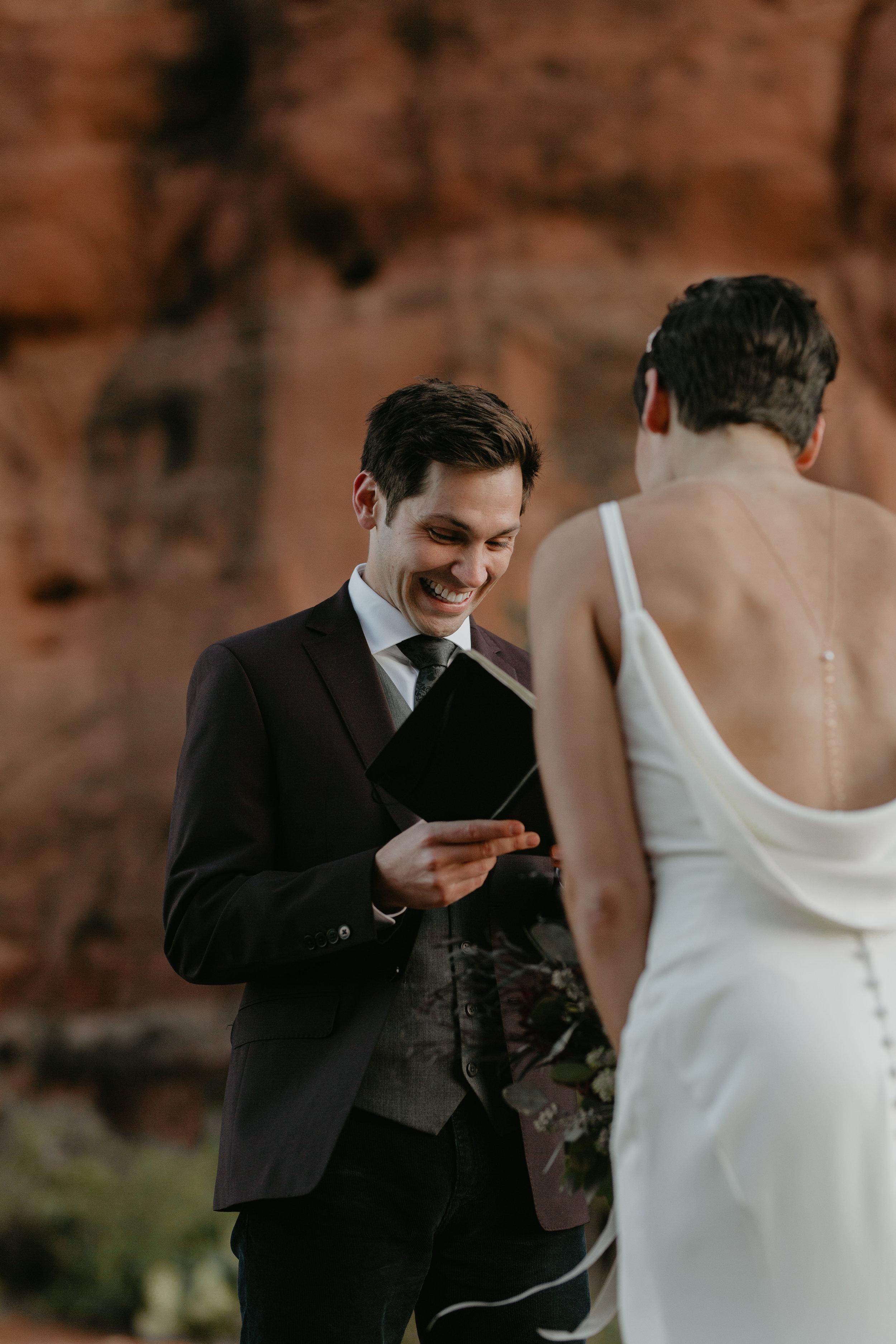 nicole-daacke-photography-sedona-arizona-destination-elopement-wedding-photographer-catherdral-rock-hiking-elopement-sedona-river-elopement-photos-desert-rock-wedding-photographer-laid-back-spontaneous-elopement-38.jpg