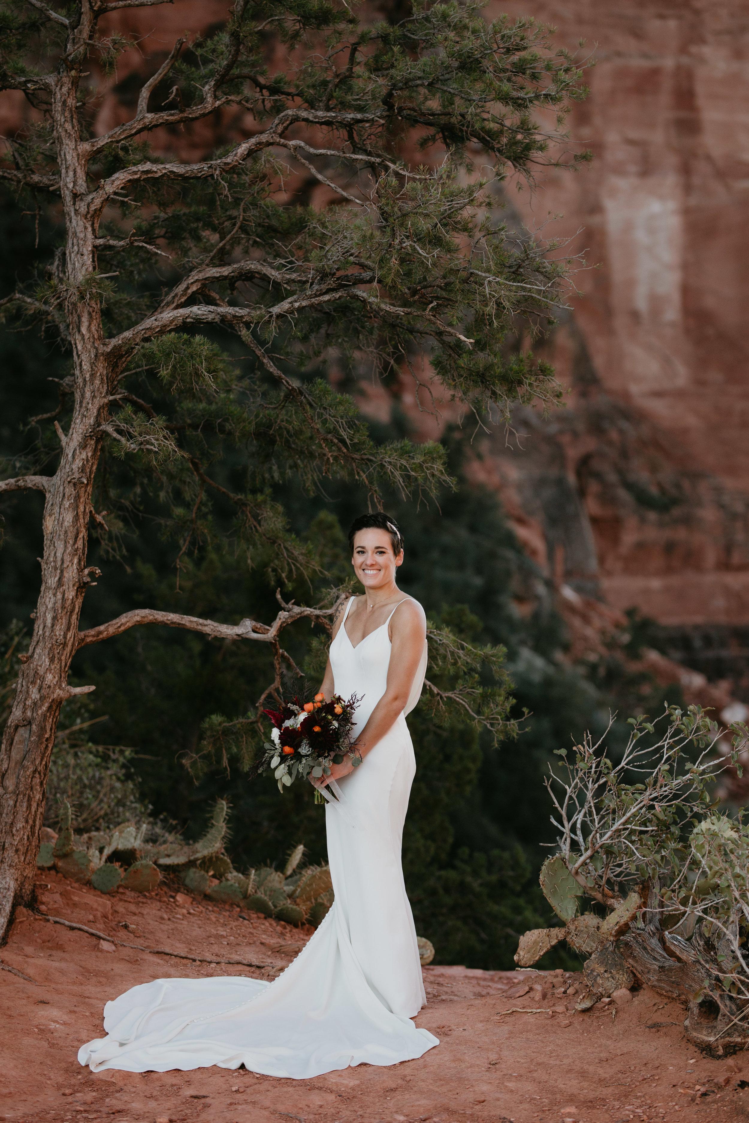 nicole-daacke-photography-sedona-arizona-destination-elopement-wedding-photographer-catherdral-rock-hiking-elopement-sedona-river-elopement-photos-desert-rock-wedding-photographer-laid-back-spontaneous-elopement-60.jpg