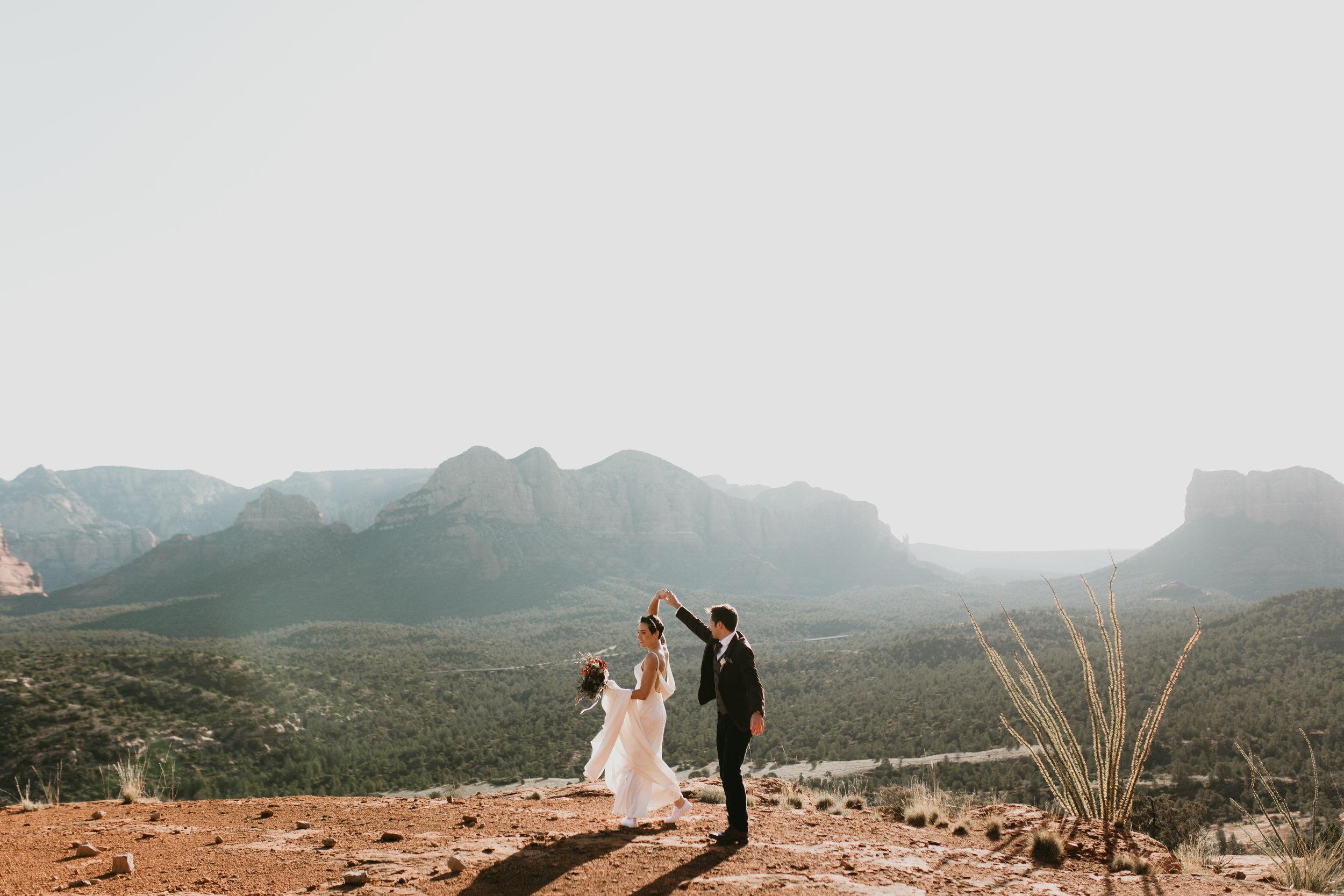 nicole-daacke-photography-sedona-arizona-destination-elopement-wedding-photographer-catherdral-rock-hiking-elopement-sedona-river-elopement-photos-desert-rock-wedding-photographer-laid-back-spontaneous-elopement-64.jpg