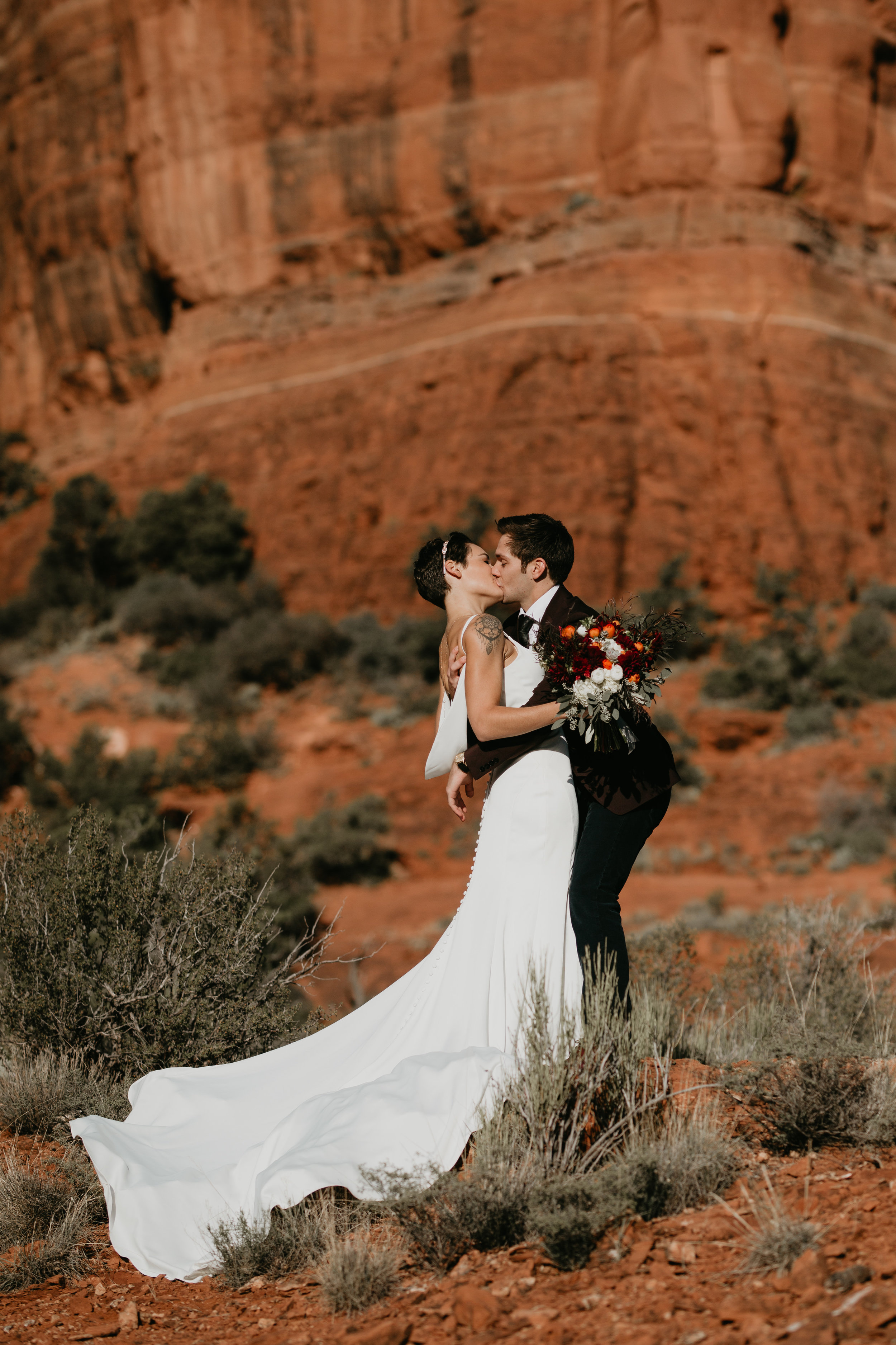 nicole-daacke-photography-sedona-arizona-destination-elopement-wedding-photographer-catherdral-rock-hiking-elopement-sedona-river-elopement-photos-desert-rock-wedding-photographer-laid-back-spontaneous-elopement-70.jpg