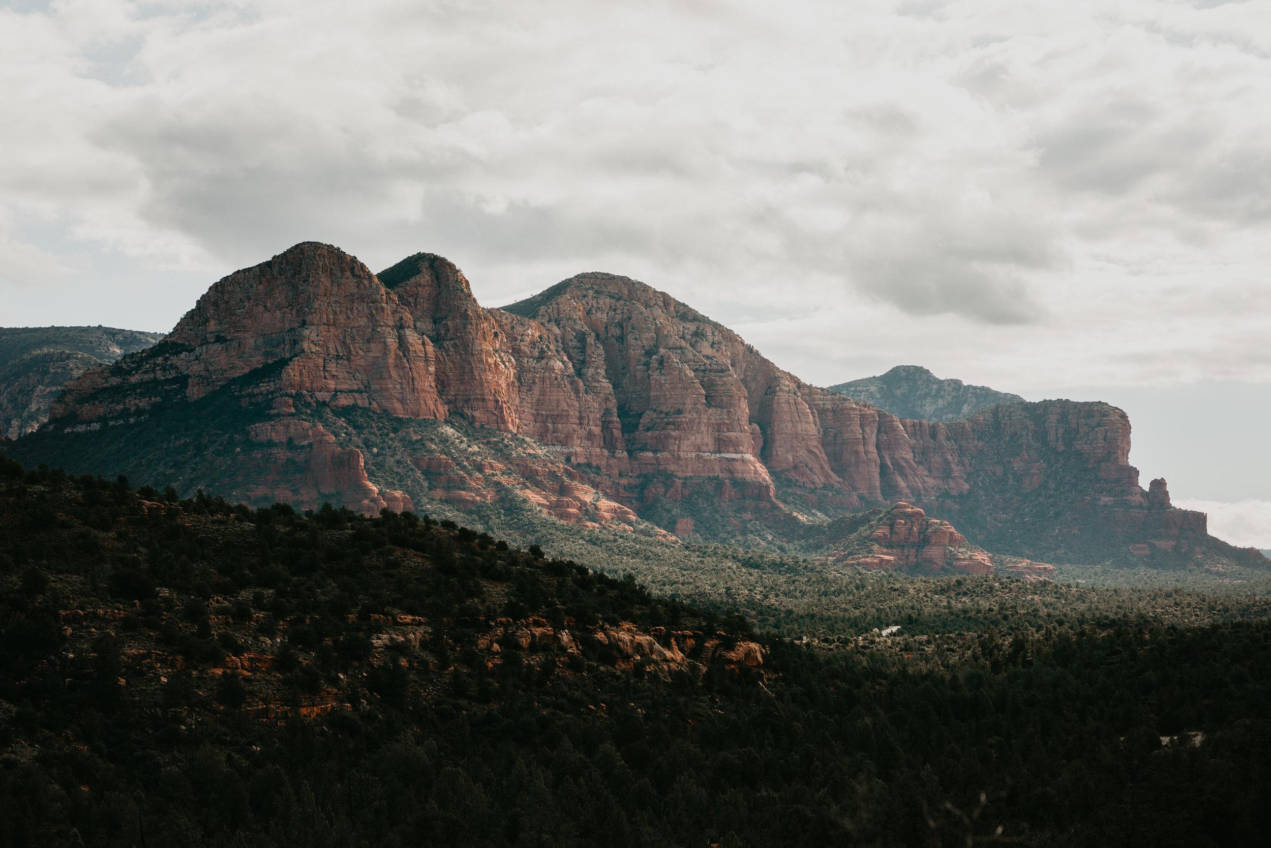 nicole-daacke-photography-sedona-arizona-destination-elopement-wedding-photographer-catherdral-rock-hiking-elopement-sedona-river-elopement-photos-desert-rock-wedding-photographer-laid-back-spontaneous-elopement-76.jpg