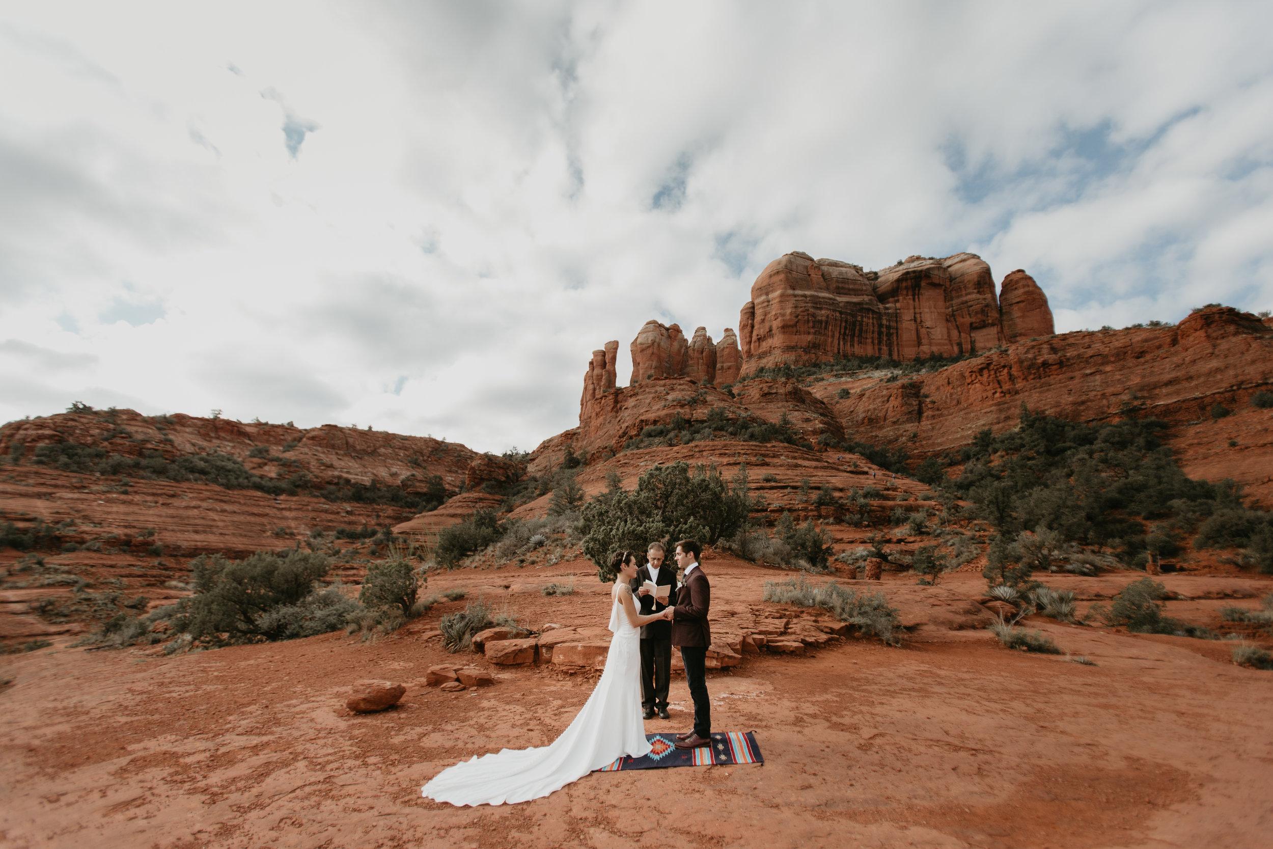 nicole-daacke-photography-sedona-arizona-destination-elopement-wedding-photographer-catherdral-rock-hiking-elopement-sedona-river-elopement-photos-desert-rock-wedding-photographer-laid-back-spontaneous-elopement-81.jpg