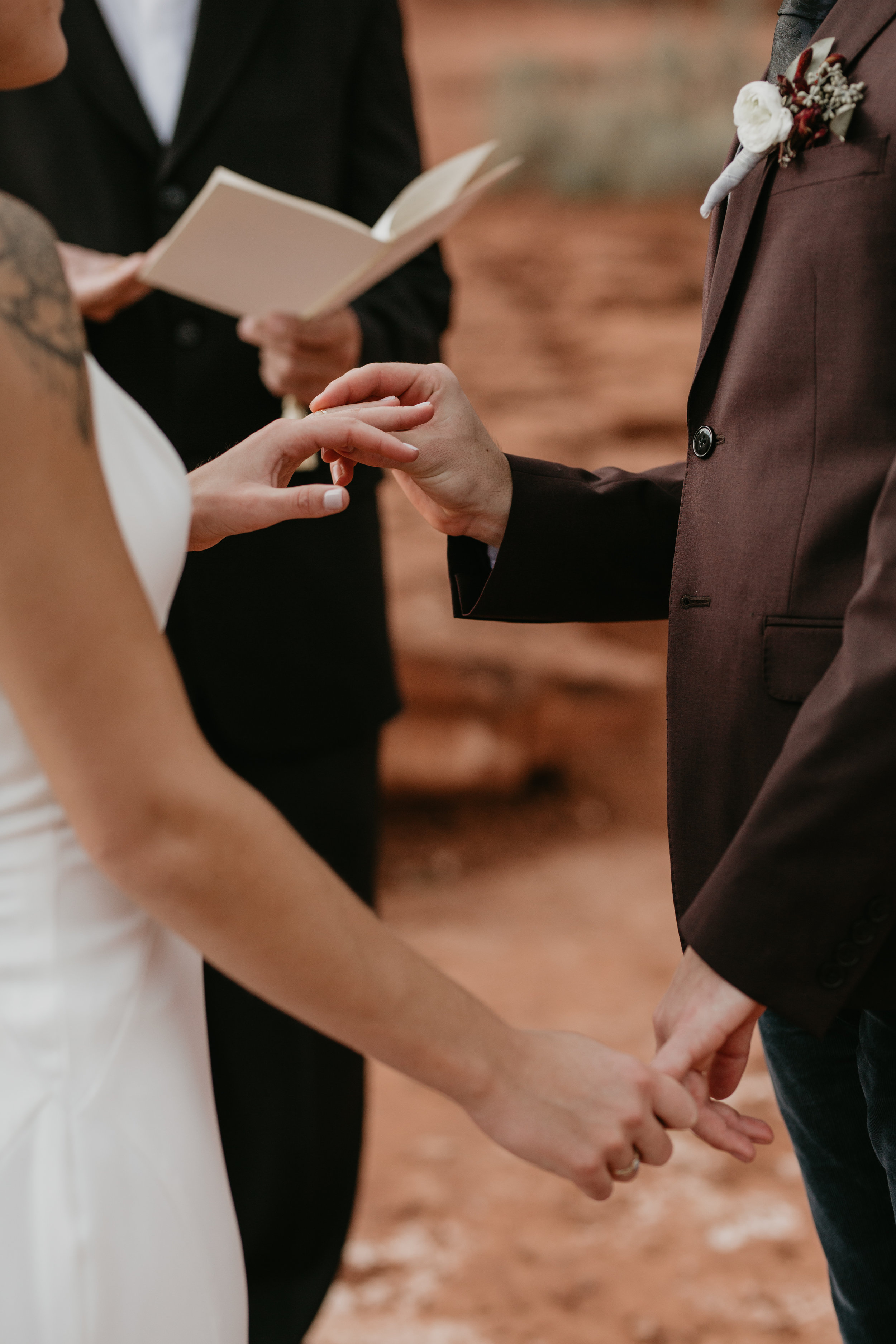 nicole-daacke-photography-sedona-arizona-destination-elopement-wedding-photographer-catherdral-rock-hiking-elopement-sedona-river-elopement-photos-desert-rock-wedding-photographer-laid-back-spontaneous-elopement-84.jpg