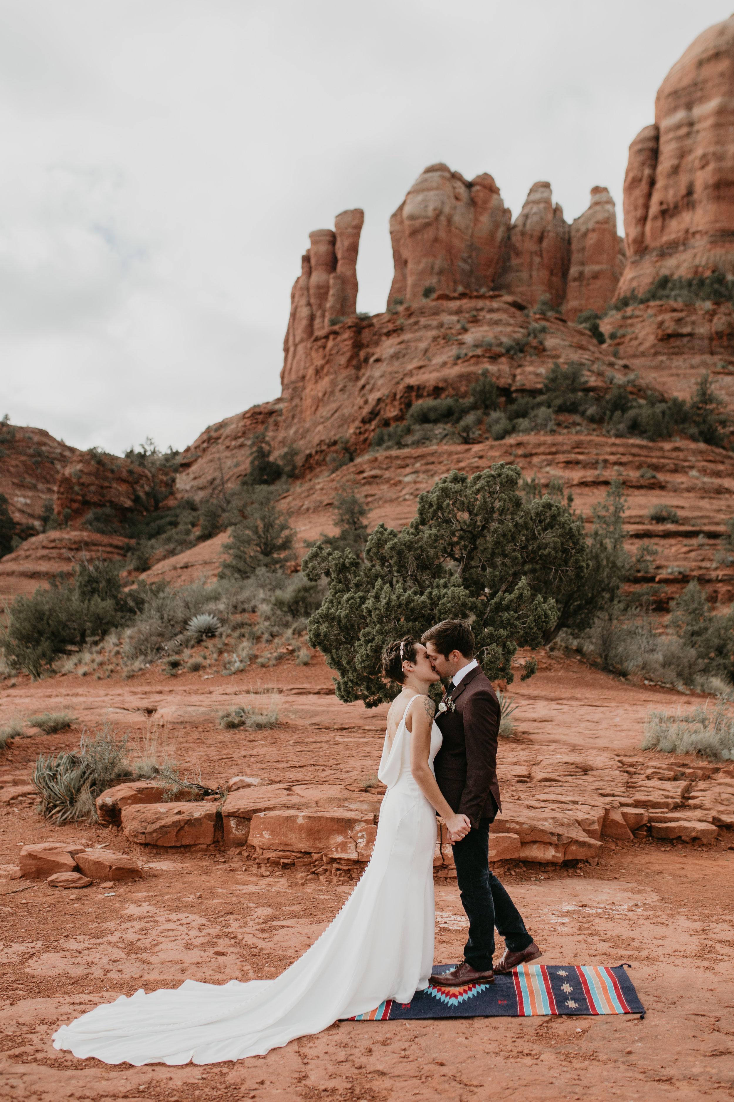 nicole-daacke-photography-sedona-arizona-destination-elopement-wedding-photographer-catherdral-rock-hiking-elopement-sedona-river-elopement-photos-desert-rock-wedding-photographer-laid-back-spontaneous-elopement-87.jpg