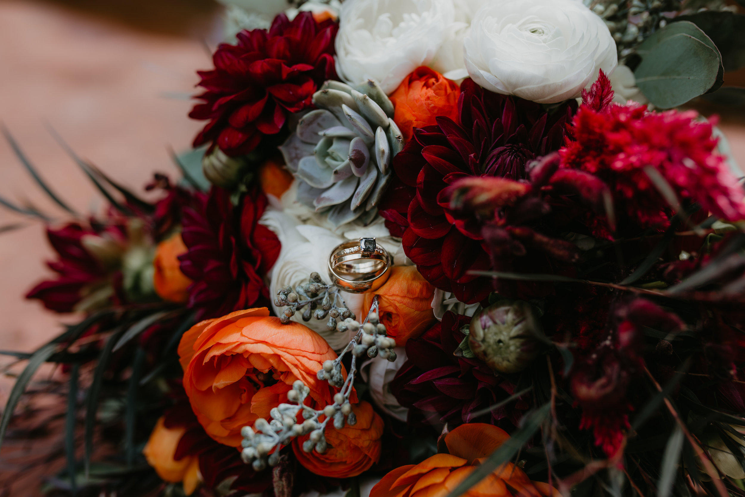 nicole-daacke-photography-sedona-arizona-destination-elopement-wedding-photographer-catherdral-rock-hiking-elopement-sedona-river-elopement-photos-desert-rock-wedding-photographer-laid-back-spontaneous-elopement-101.jpg