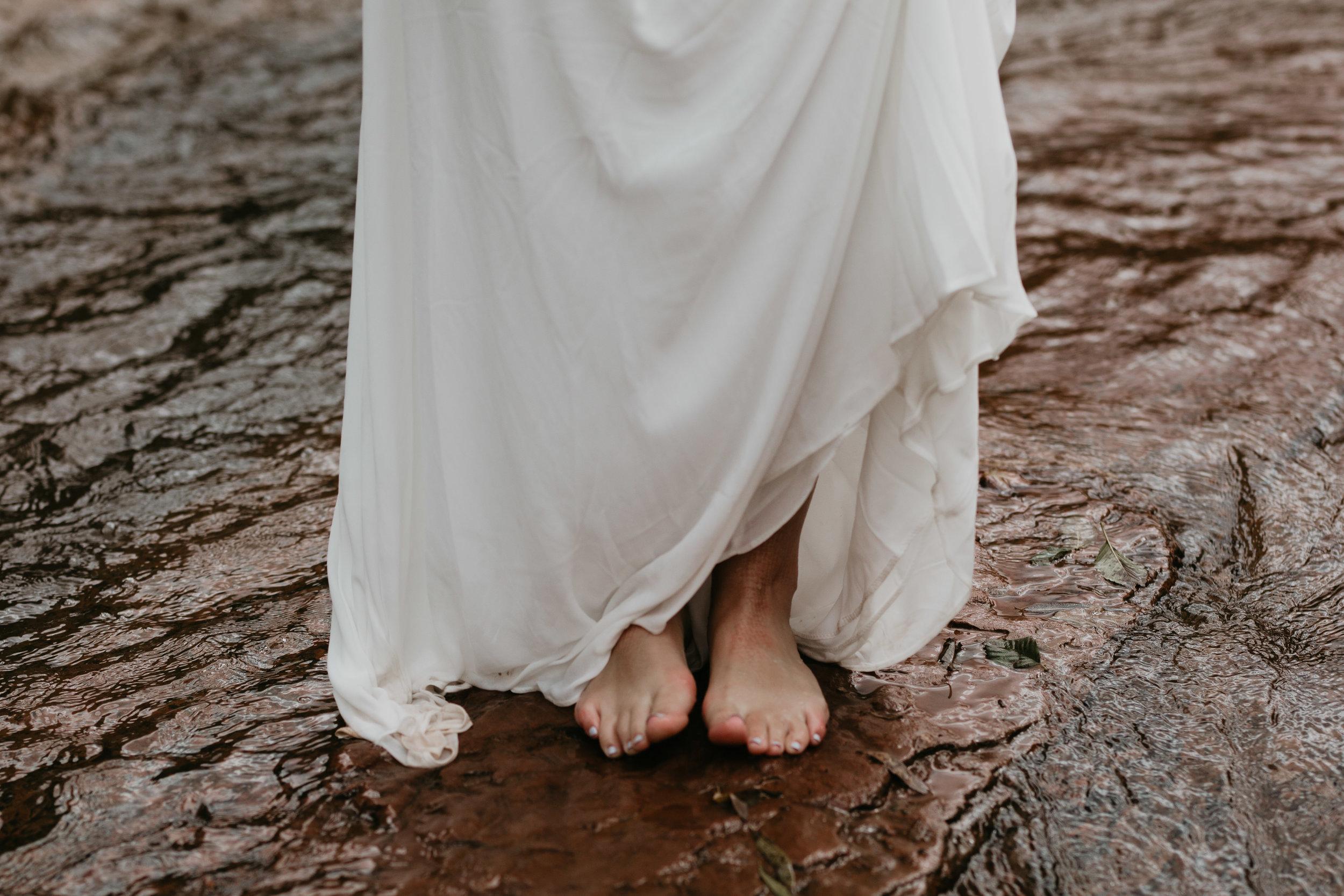 nicole-daacke-photography-sedona-arizona-destination-elopement-wedding-photographer-catherdral-rock-hiking-elopement-sedona-river-elopement-photos-desert-rock-wedding-photographer-laid-back-spontaneous-elopement-104.jpg