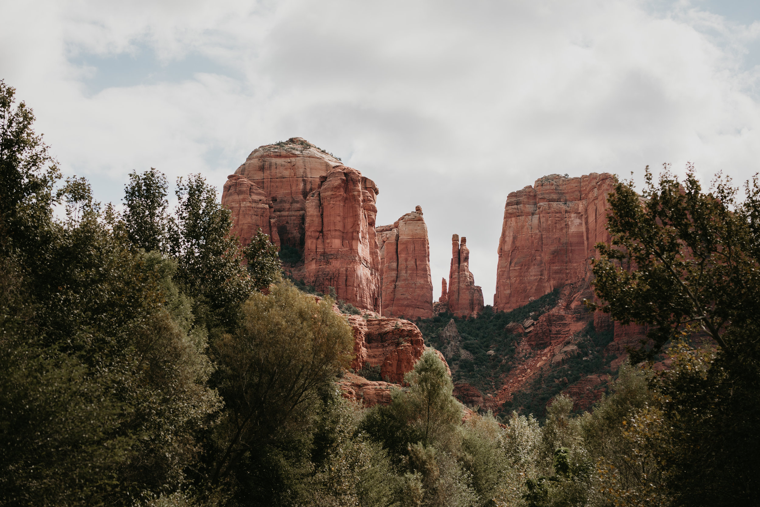 nicole-daacke-photography-sedona-arizona-destination-elopement-wedding-photographer-catherdral-rock-hiking-elopement-sedona-river-elopement-photos-desert-rock-wedding-photographer-laid-back-spontaneous-elopement-103.jpg