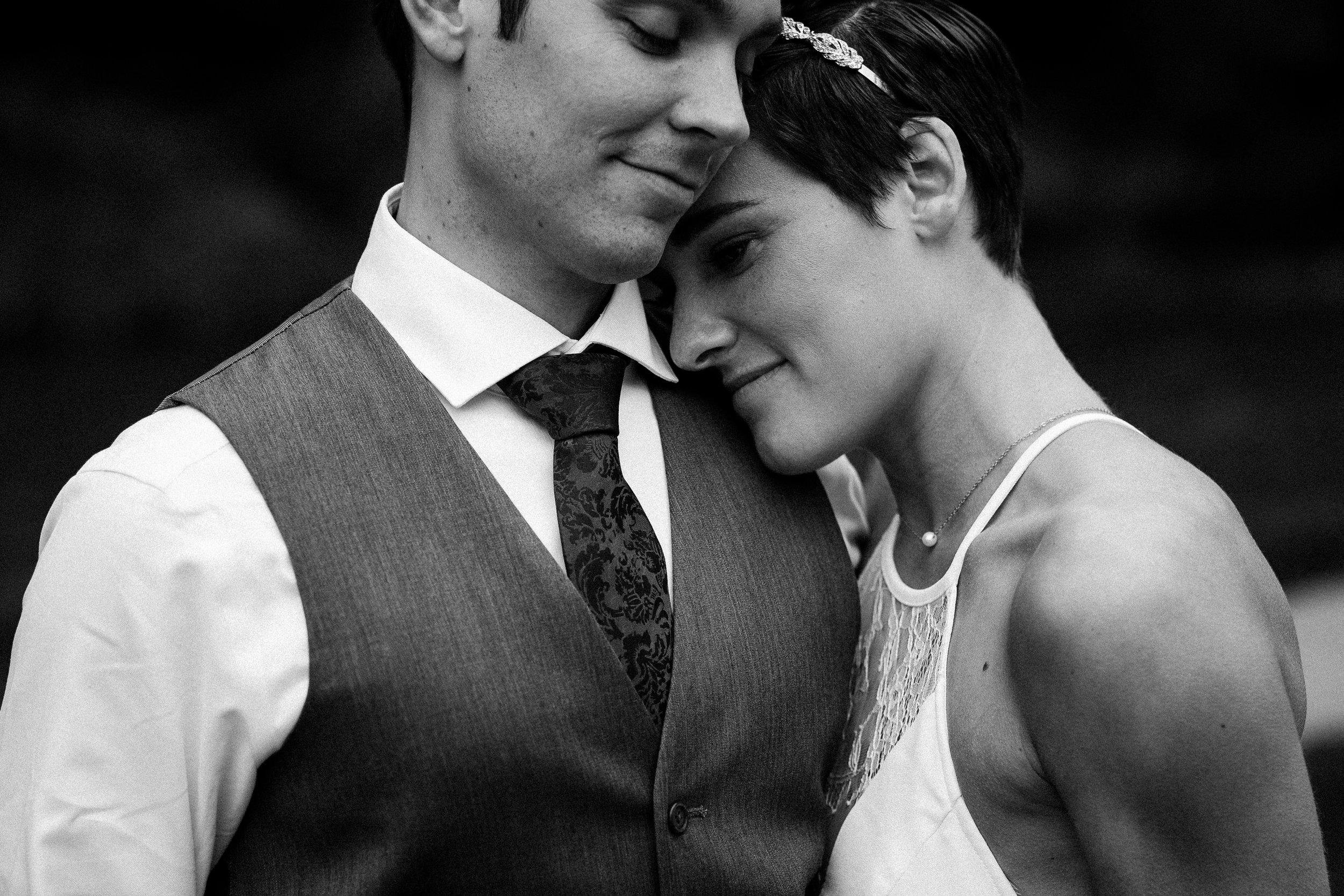 nicole-daacke-photography-sedona-arizona-destination-elopement-wedding-photographer-catherdral-rock-hiking-elopement-sedona-river-elopement-photos-desert-rock-wedding-photographer-laid-back-spontaneous-elopement-109.jpg