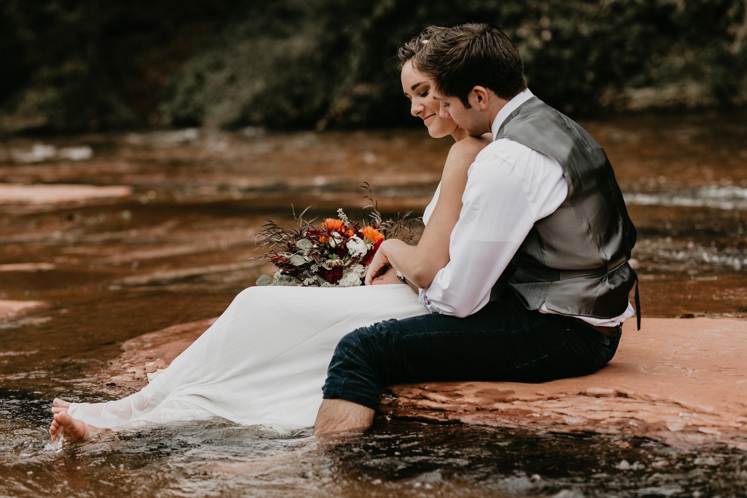 nicole-daacke-photography-sedona-arizona-destination-elopement-wedding-photographer-catherdral-rock-hiking-elopement-sedona-river-elopement-photos-desert-rock-wedding-photographer-laid-back-spontaneous-elopement-112.jpg
