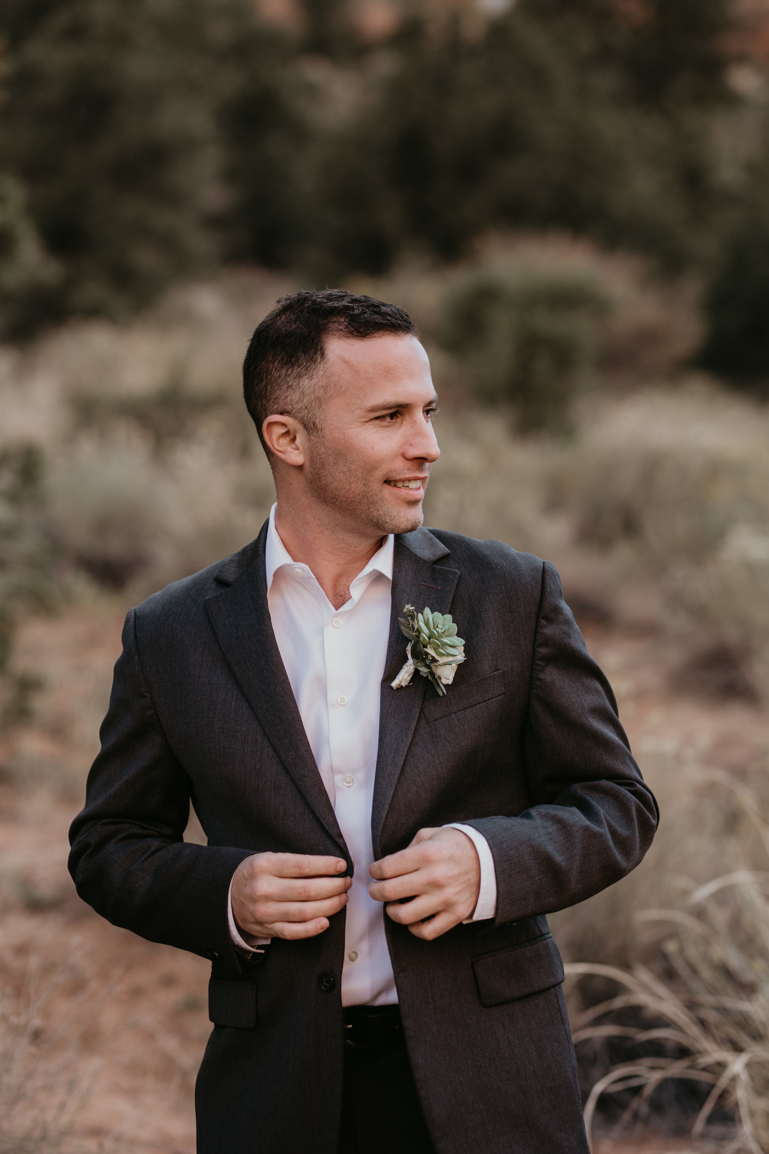 nicole-daacke-photography-zion-national-park-elopement-photographer-canyon-overlook-trail-elope-hiking-adventure-wedding-photos-fall-utah-red-rock-canyon-stgeorge-eloping-photographer-18.jpg