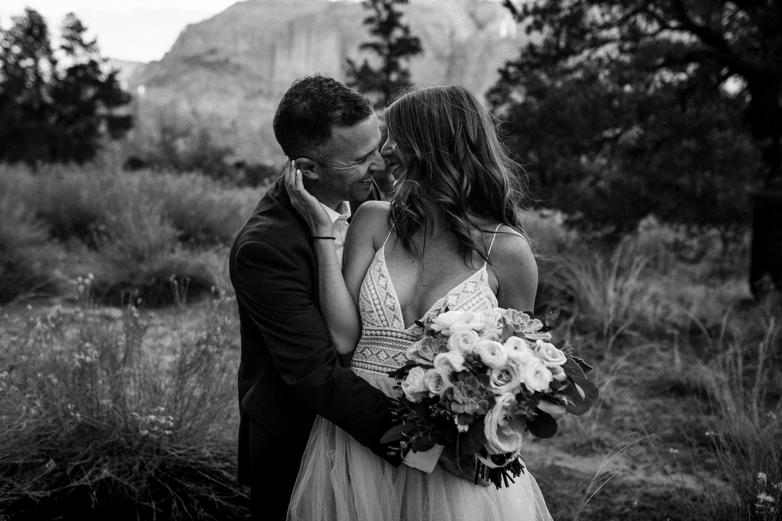 nicole-daacke-photography-zion-national-park-elopement-photographer-canyon-overlook-trail-elope-hiking-adventure-wedding-photos-fall-utah-red-rock-canyon-stgeorge-eloping-photographer-21.jpg