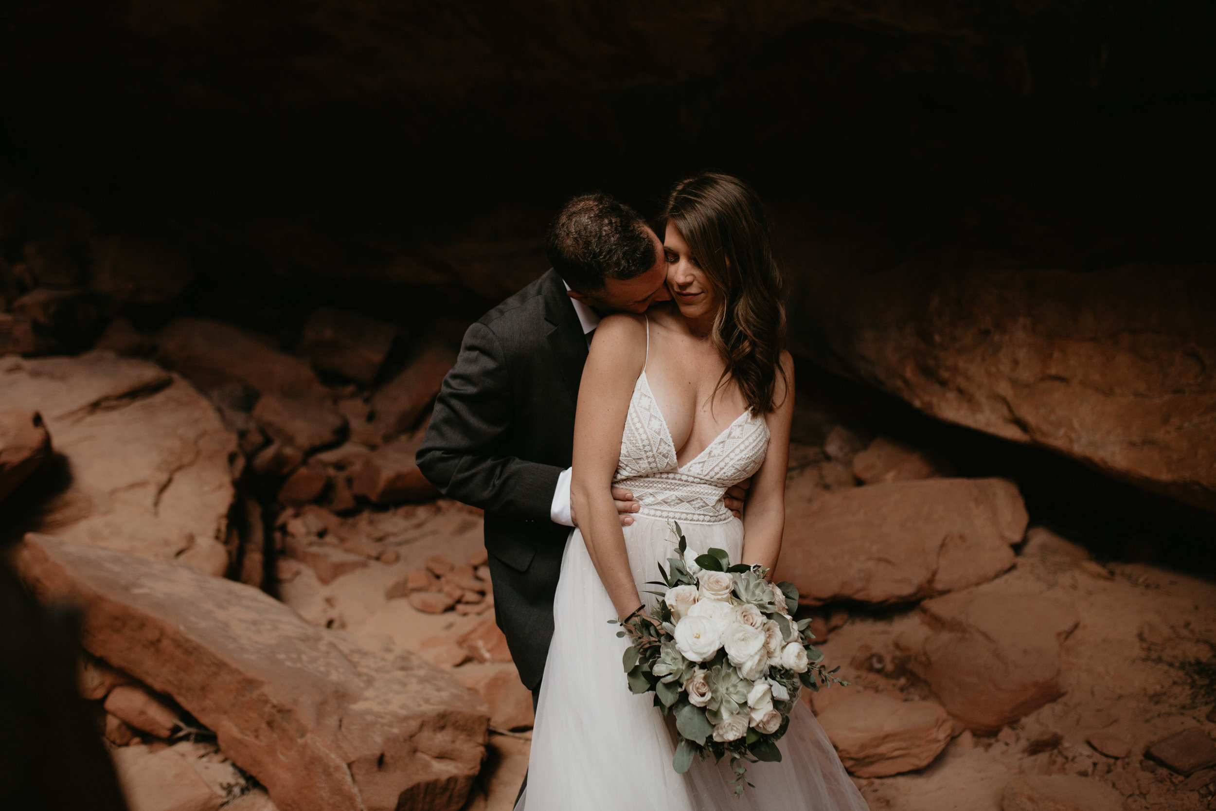 nicole-daacke-photography-zion-national-park-elopement-photographer-canyon-overlook-trail-elope-hiking-adventure-wedding-photos-fall-utah-red-rock-canyon-stgeorge-eloping-photographer-30.jpg