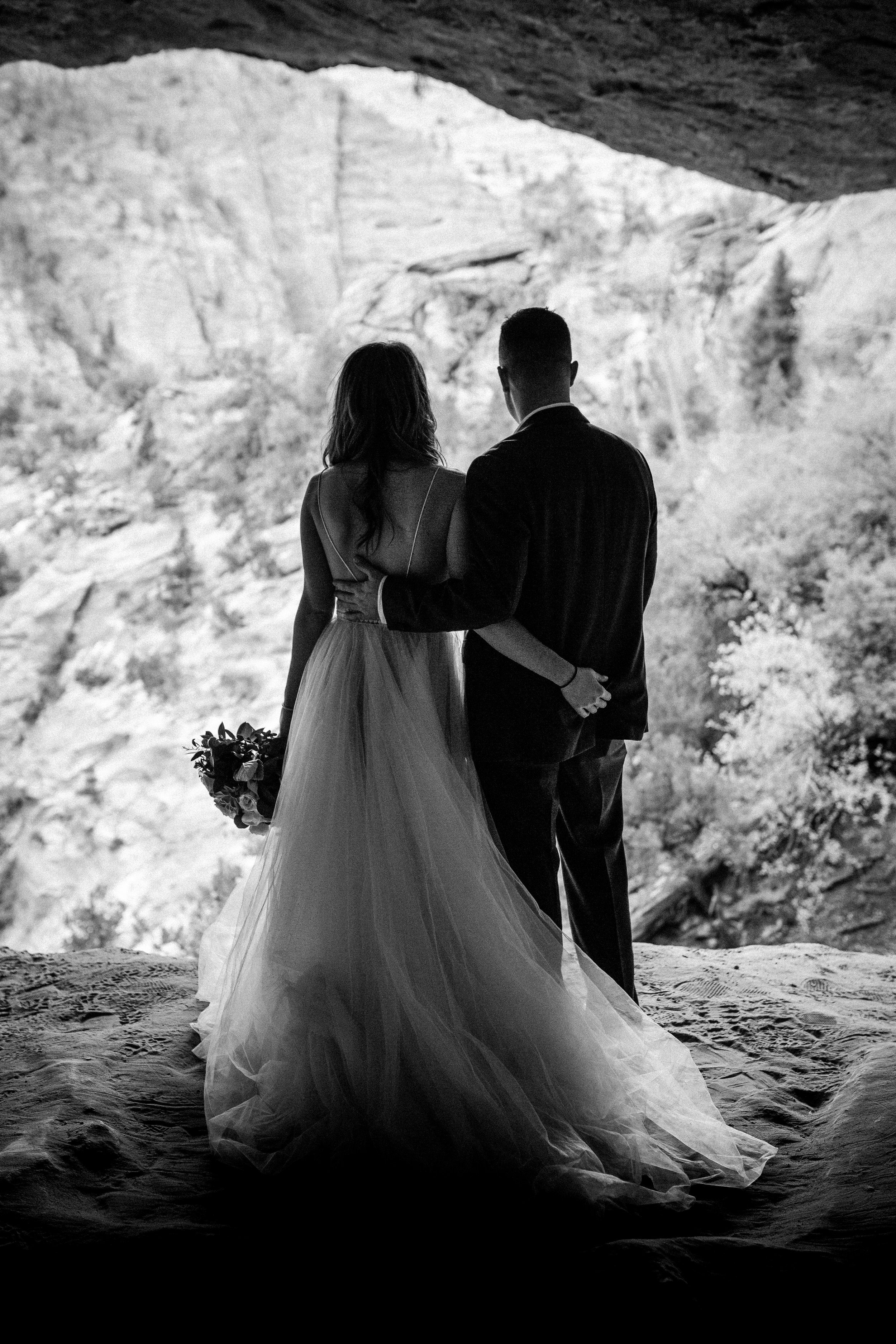 nicole-daacke-photography-zion-national-park-elopement-photographer-canyon-overlook-trail-elope-hiking-adventure-wedding-photos-fall-utah-red-rock-canyon-stgeorge-eloping-photographer-35.jpg