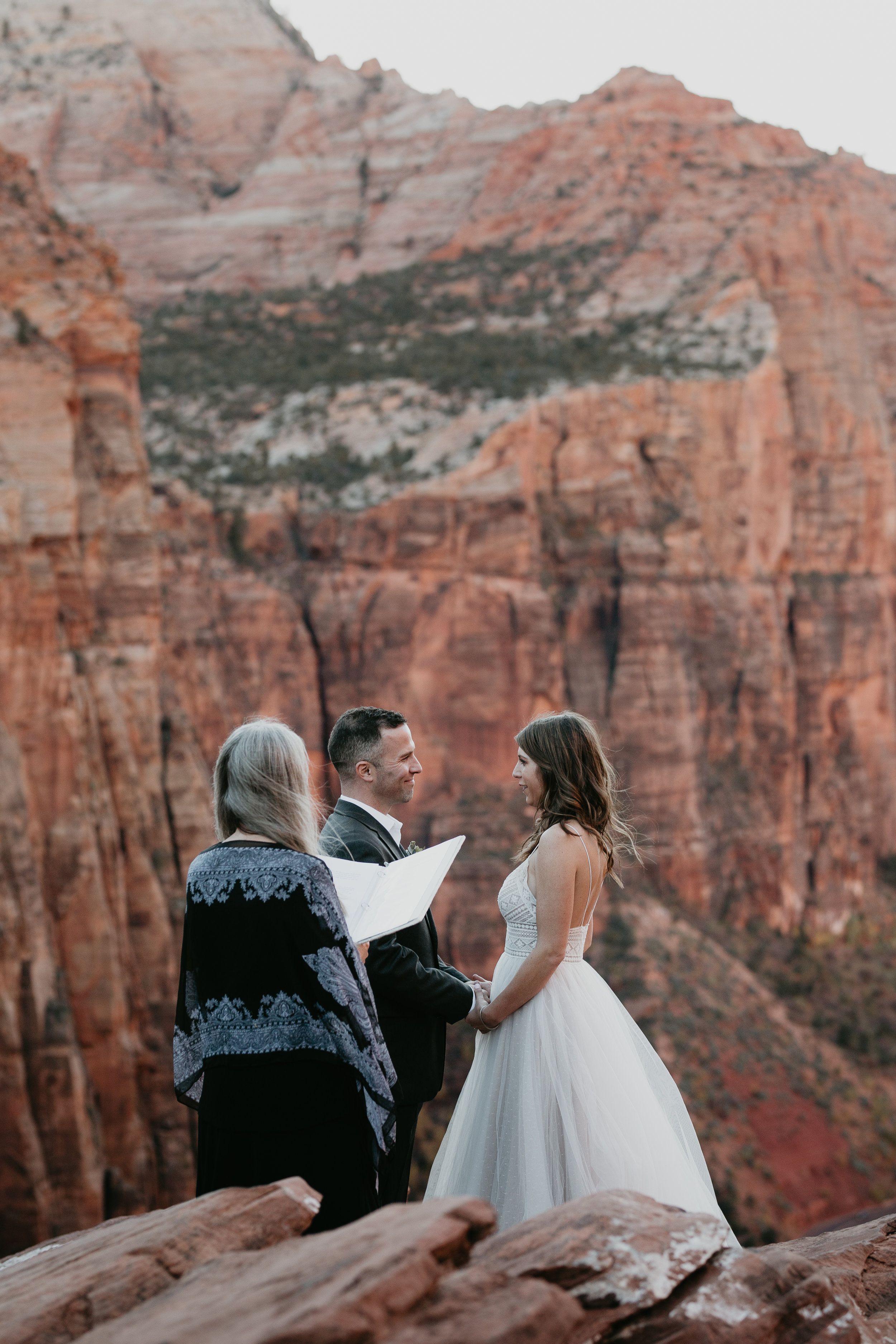 nicole-daacke-photography-zion-national-park-elopement-photographer-canyon-overlook-trail-elope-hiking-adventure-wedding-photos-fall-utah-red-rock-canyon-stgeorge-eloping-photographer-54.jpg