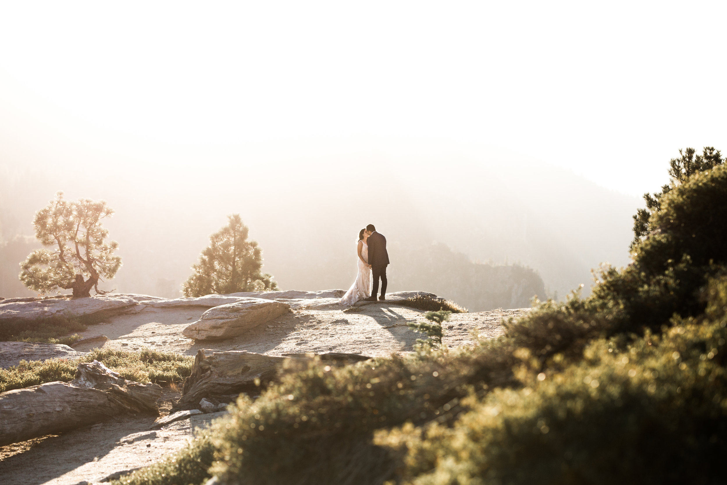 nicole-daacke-photography-yosemite-national-park-elopement-at-taft-point-tunnel-view-yosemite-intimate-wedding-fall-sunset-adventure-elopement-photographer-44.jpg