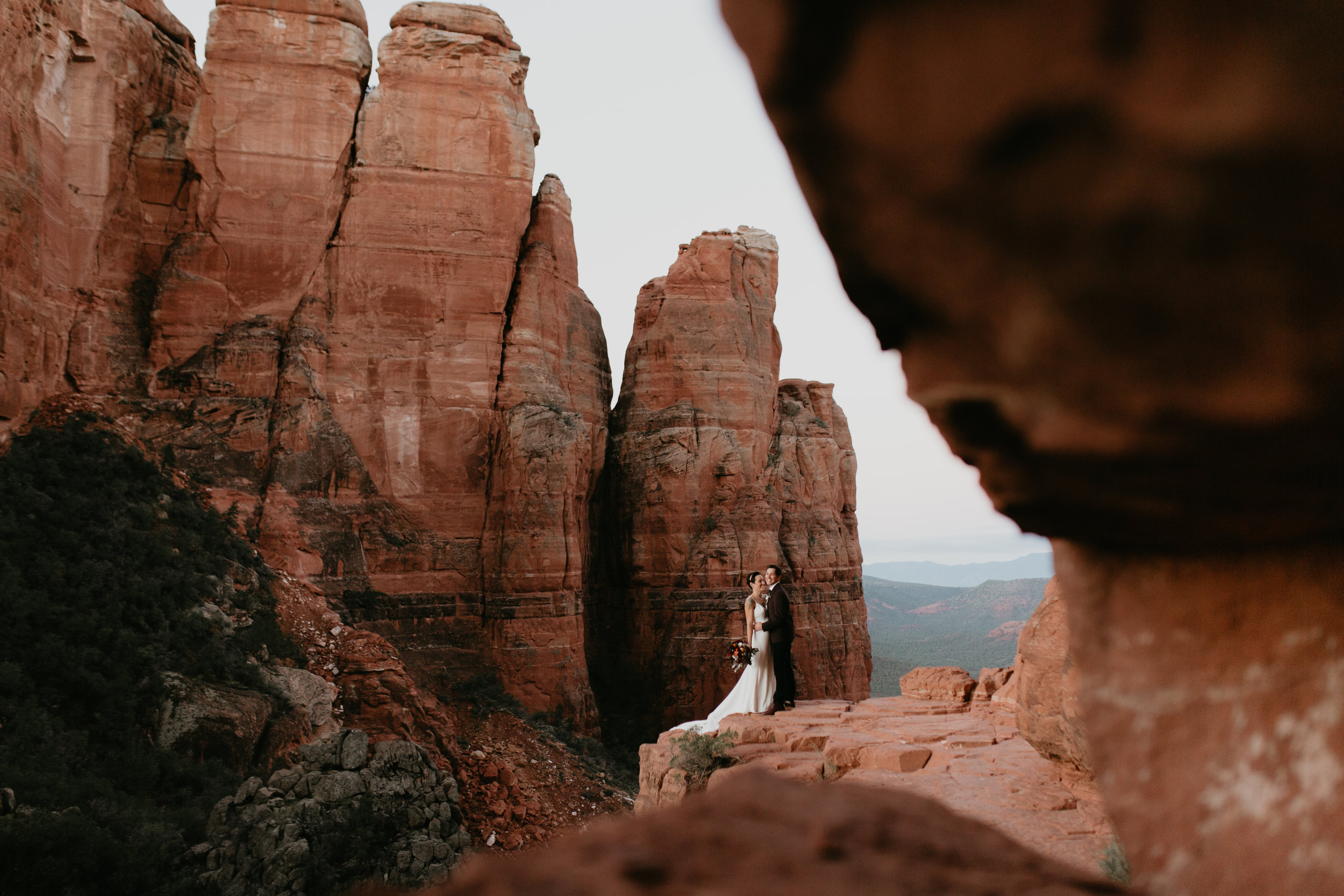 nicole-daacke-photography-sedona-arizona-adventurous-elopement-adventure-elope-photographer-cathedral-rock-sedona-vortex-intimate-wedding-hiking-elopement-photographer-8.jpg