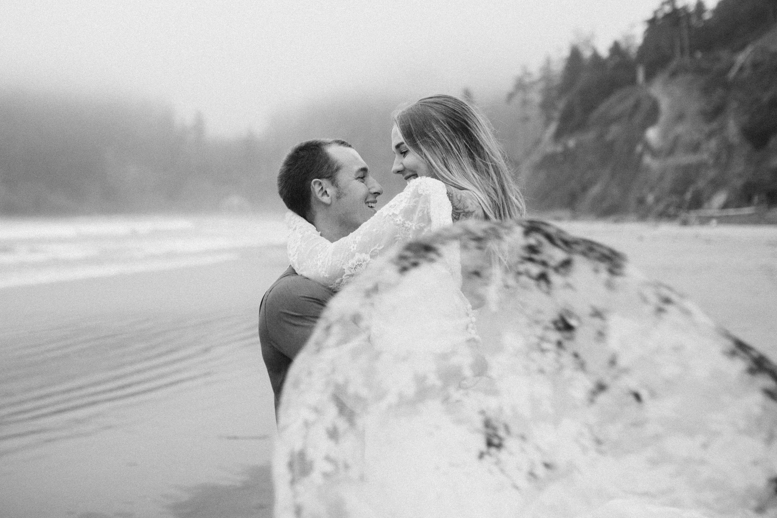 nicole-daacke-photography-ecola-state-park-oregon-elopement-bridal-photos-photographer-for-cannon-beach-elopement-oregon-coast-elopement-photographer-foggy-summer-elopement-cannon-beach-best-adventure-elopement-photographer-7066.jpg