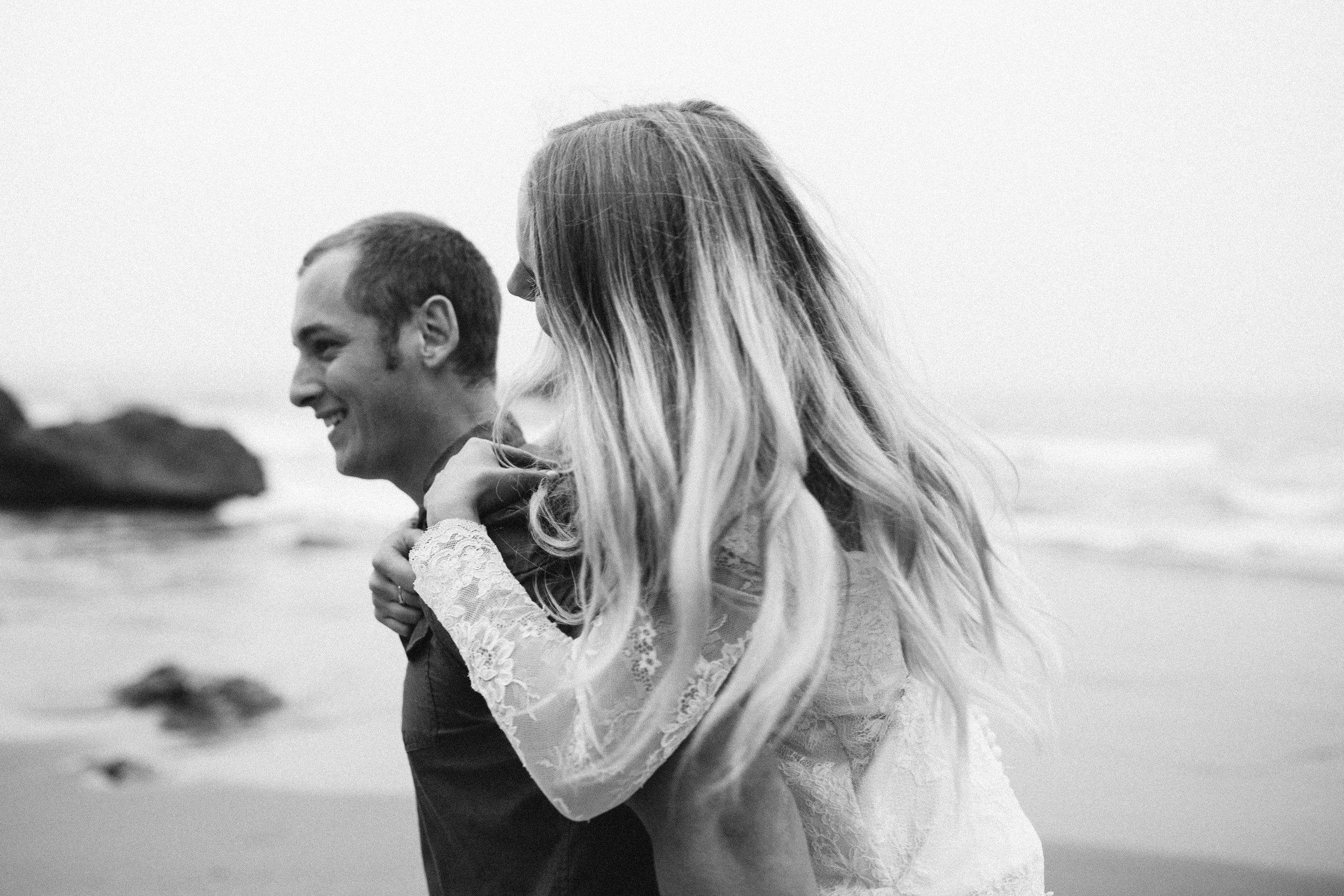 nicole-daacke-photography-ecola-state-park-oregon-elopement-bridal-photos-photographer-for-cannon-beach-elopement-oregon-coast-elopement-photographer-foggy-summer-elopement-cannon-beach-best-adventure-elopement-photographer-7097.jpg