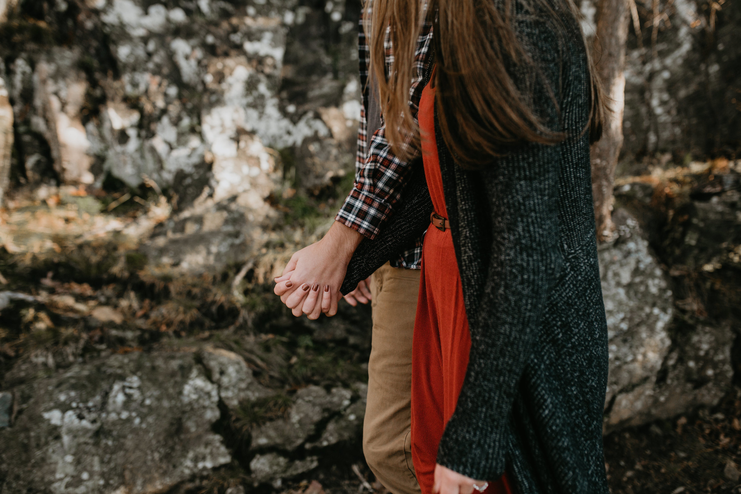 nicole-daacke-photography-shenandoah-national-park-adventure-engagement-session-with-fall-foliage-shenandoah-elopement-photographer-engagement-photos-in-virginia-charlottesville-national-park-adventure-elopement-photographer-3577.jpg