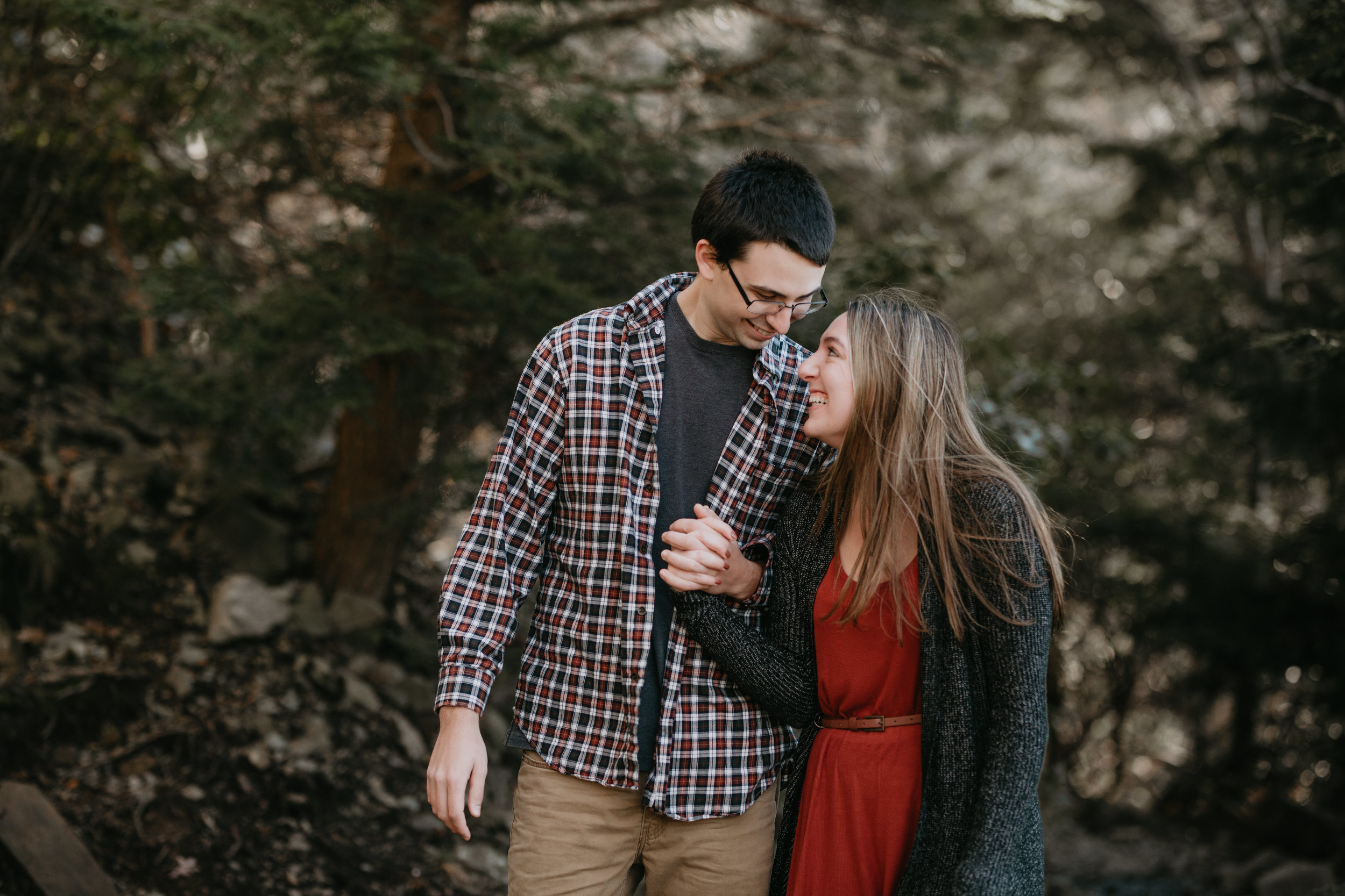 nicole-daacke-photography-shenandoah-national-park-adventure-engagement-session-with-fall-foliage-shenandoah-elopement-photographer-engagement-photos-in-virginia-charlottesville-national-park-adventure-elopement-photographer-3579.jpg