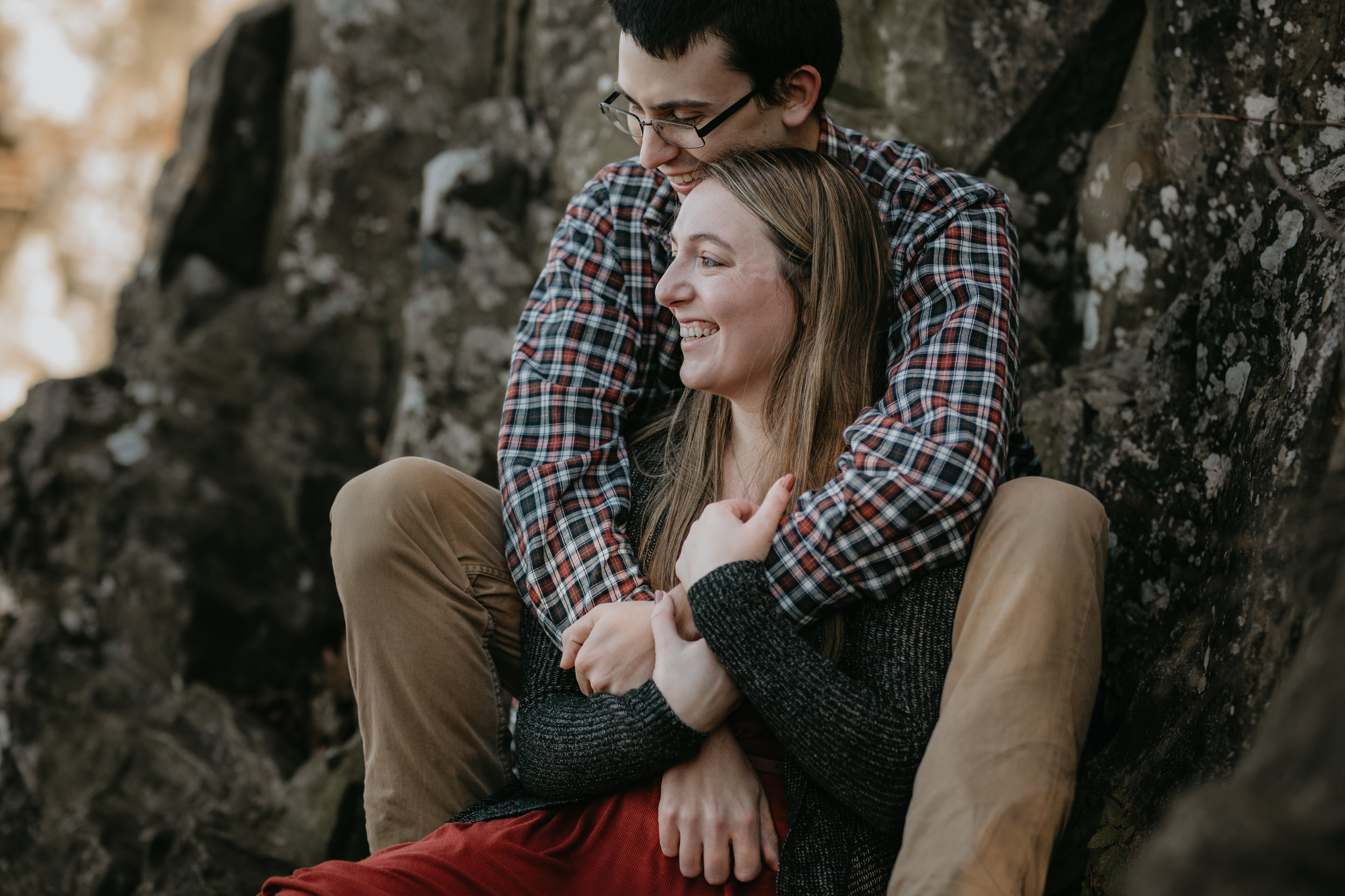 nicole-daacke-photography-shenandoah-national-park-adventure-engagement-session-with-fall-foliage-shenandoah-elopement-photographer-engagement-photos-in-virginia-charlottesville-national-park-adventure-elopement-photographer-3592.jpg