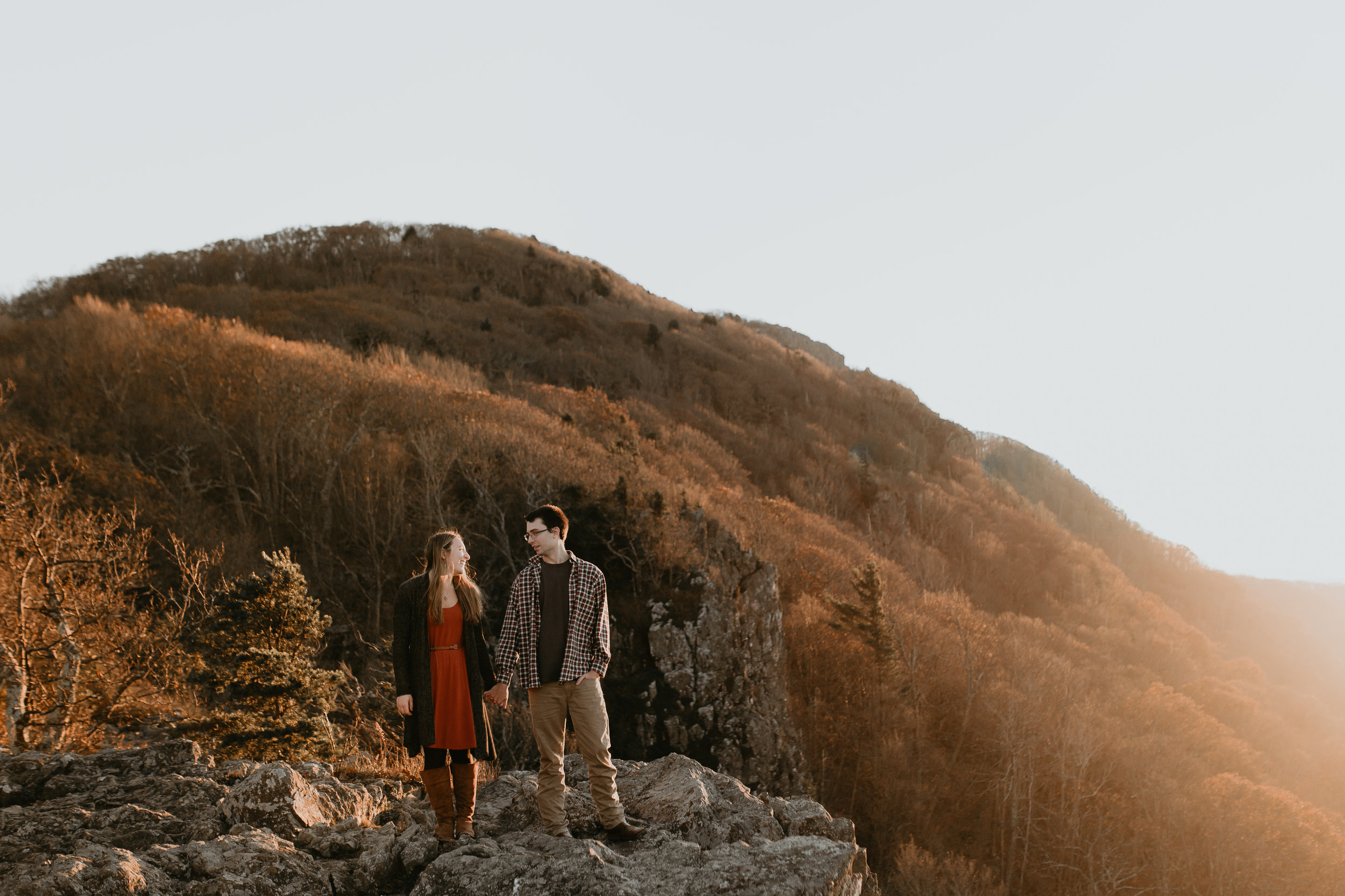 nicole-daacke-photography-shenandoah-national-park-adventure-engagement-session-with-fall-foliage-shenandoah-elopement-photographer-engagement-photos-in-virginia-charlottesville-national-park-adventure-elopement-photographer-3912.jpg