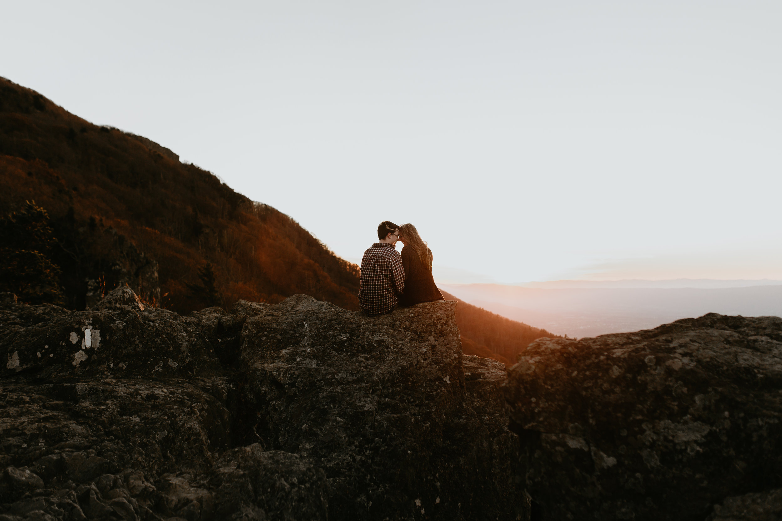 nicole-daacke-photography-shenandoah-national-park-adventure-engagement-session-with-fall-foliage-shenandoah-elopement-photographer-engagement-photos-in-virginia-charlottesville-national-park-adventure-elopement-photographer-3934.jpg