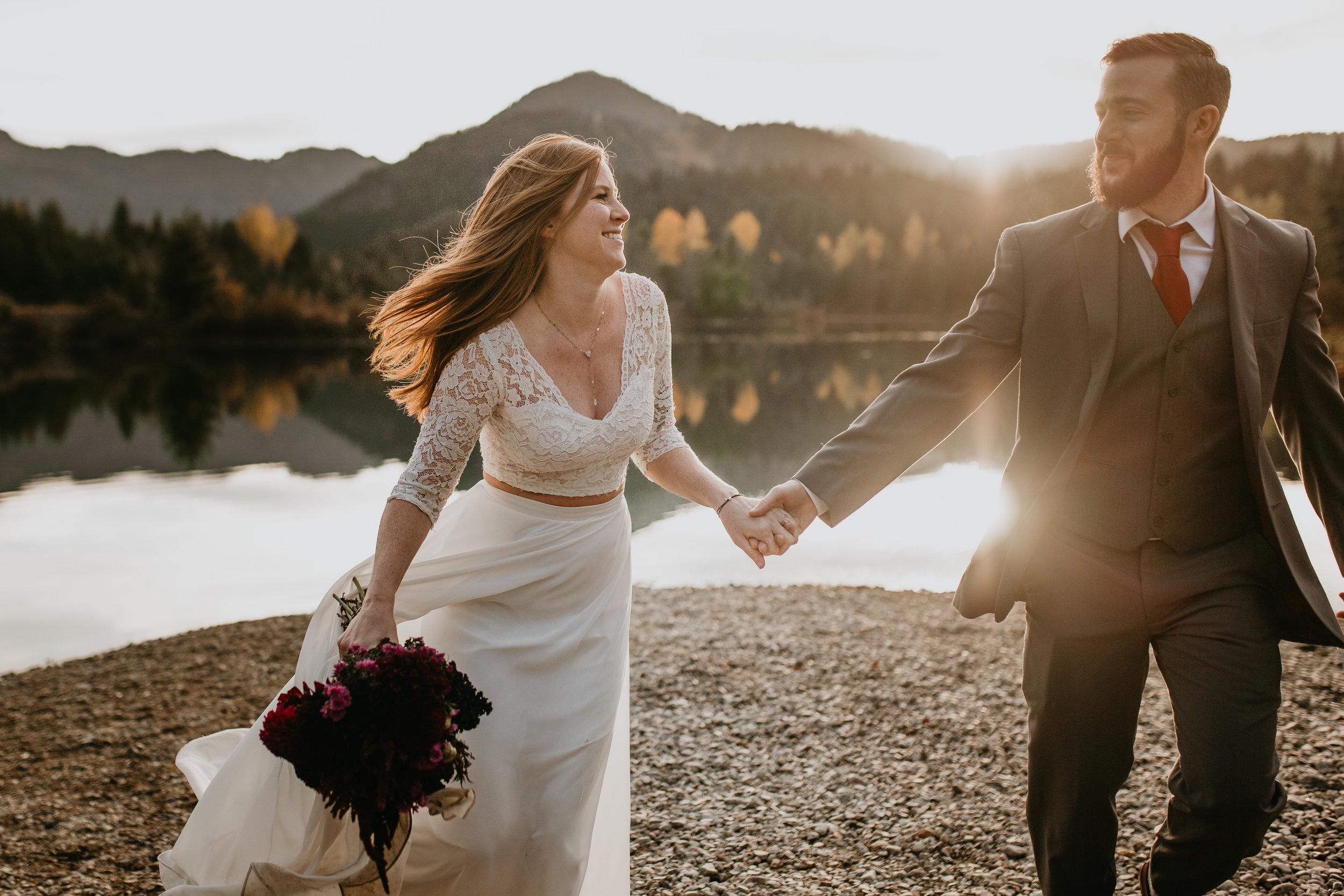 nicole-daacke-photography-mountain-view-elopement-at-gold-creek-pond-snoqualmie-washington-wa-elopement-photographer-photography-adventure-elopement-in-washington-fall-lakeside-golden-sunset-boho-fun-bride-0420.jpg