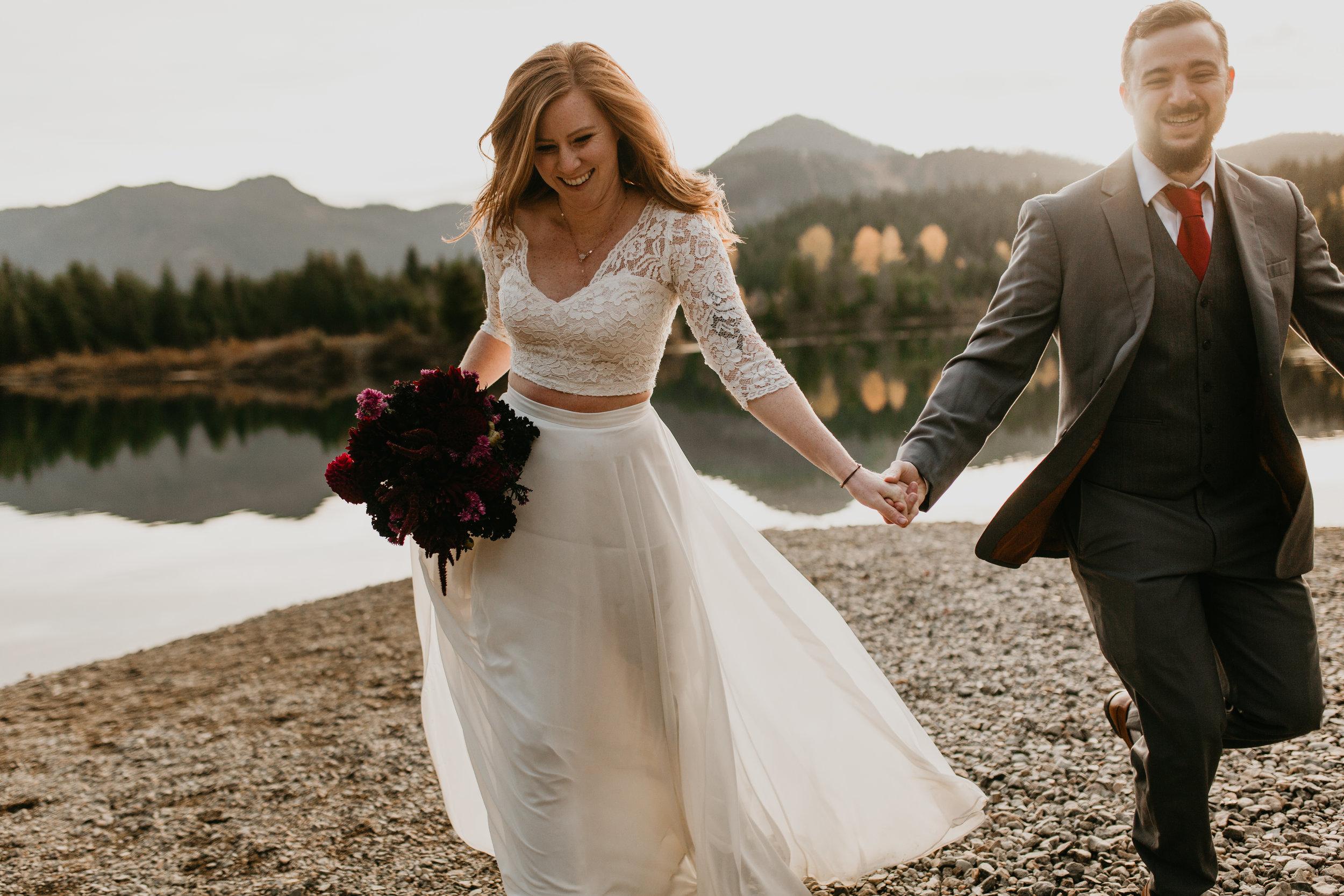 nicole-daacke-photography-mountain-view-elopement-at-gold-creek-pond-snoqualmie-washington-wa-elopement-photographer-photography-adventure-elopement-in-washington-fall-lakeside-golden-sunset-boho-fun-bride-0432.jpg